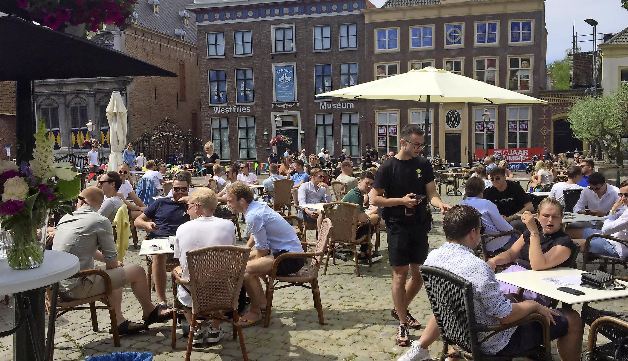 Horeca in Hoorn 'diep teleurgesteld' over afwijzing pleidooi om anderhalve meter afstand op te heffen