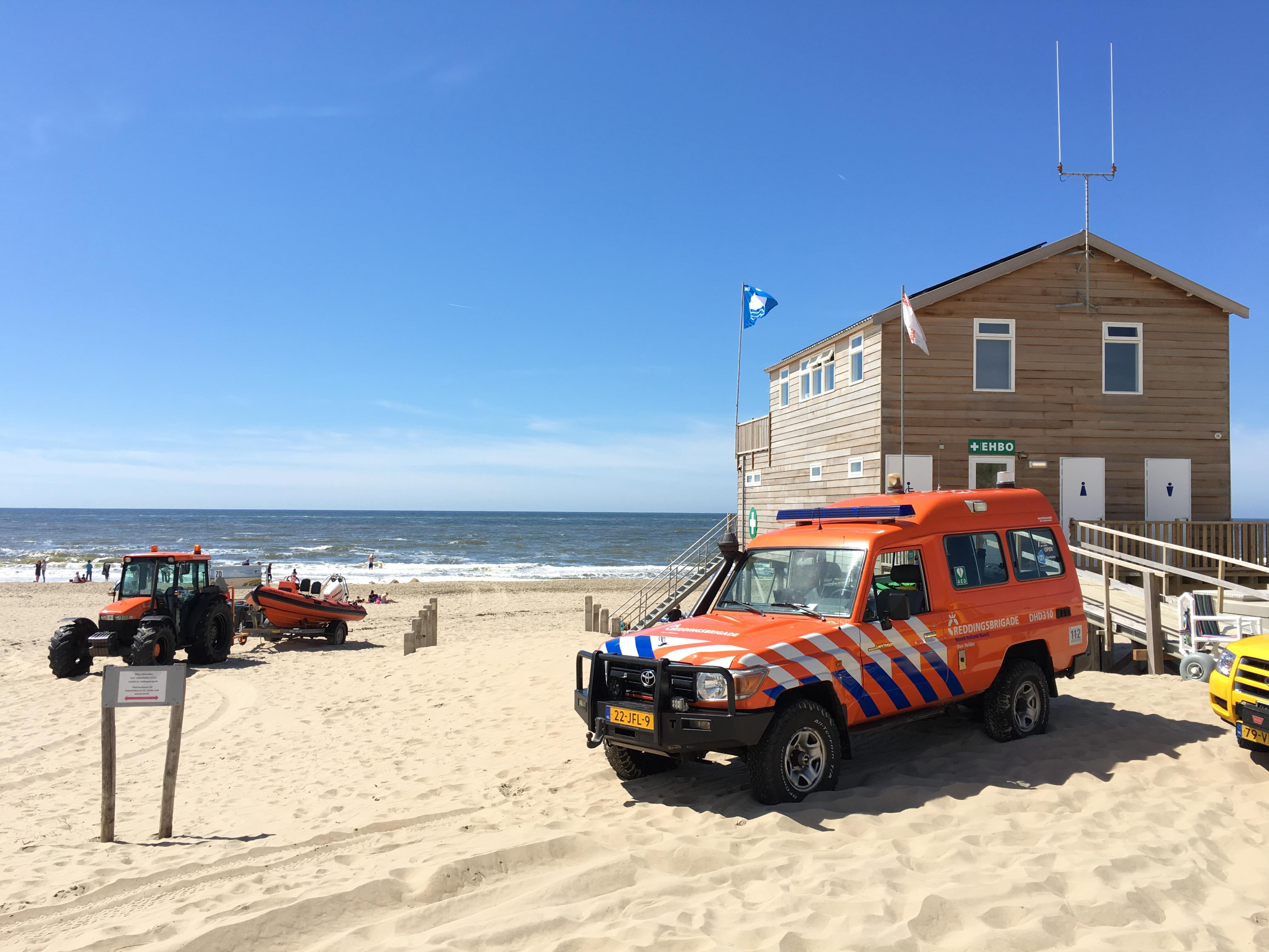 Reddingsbrigade waarschuwt voor koud zwemwater. 'Diep het water in gaan is af te raden'