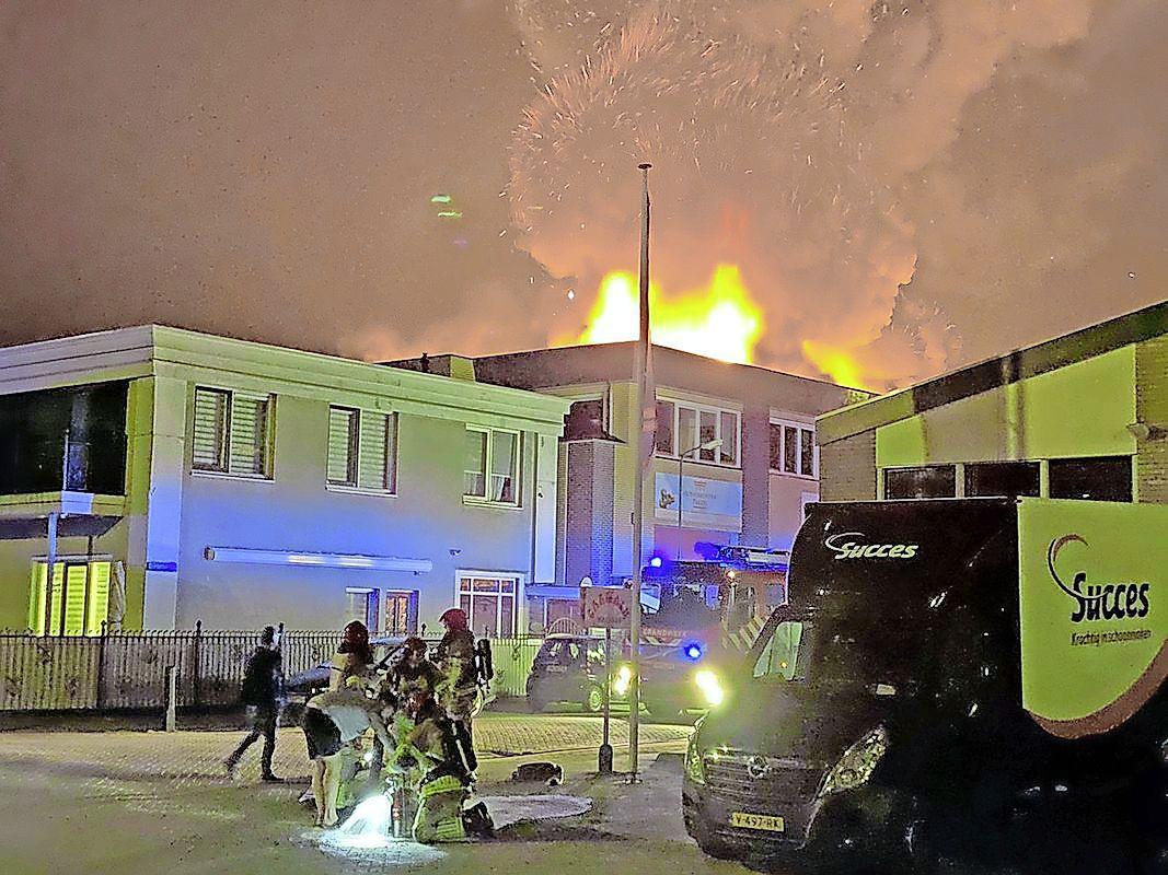 Enkele honderden schilderijen uit collectie Spaander gered bij uitslaande brand aan Dieselstraat in Volendam
