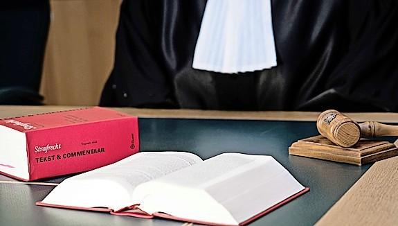Drinken pakje sap: ontslag, maar wel met bijna 20.000 euro vergoeding