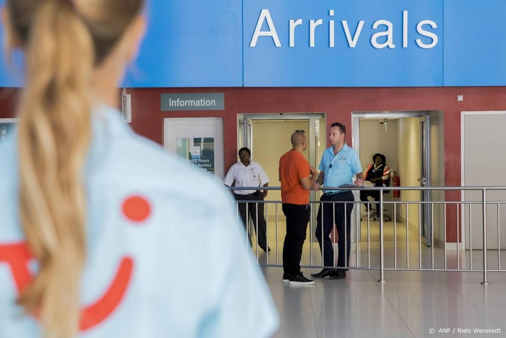 Vliegtuigpassagiers Caribisch Nederland ruim gehalveerd