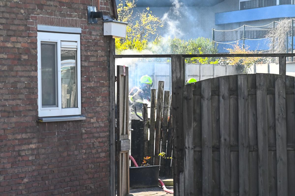 Schuur verwoest door brand in Velsen-Noord