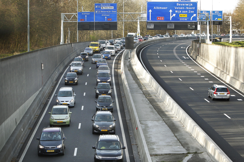 Omwonenden Velsertunnel zijn getetter uit luidsprekers voor te hoge vrachtwagens Velsertunnel beu