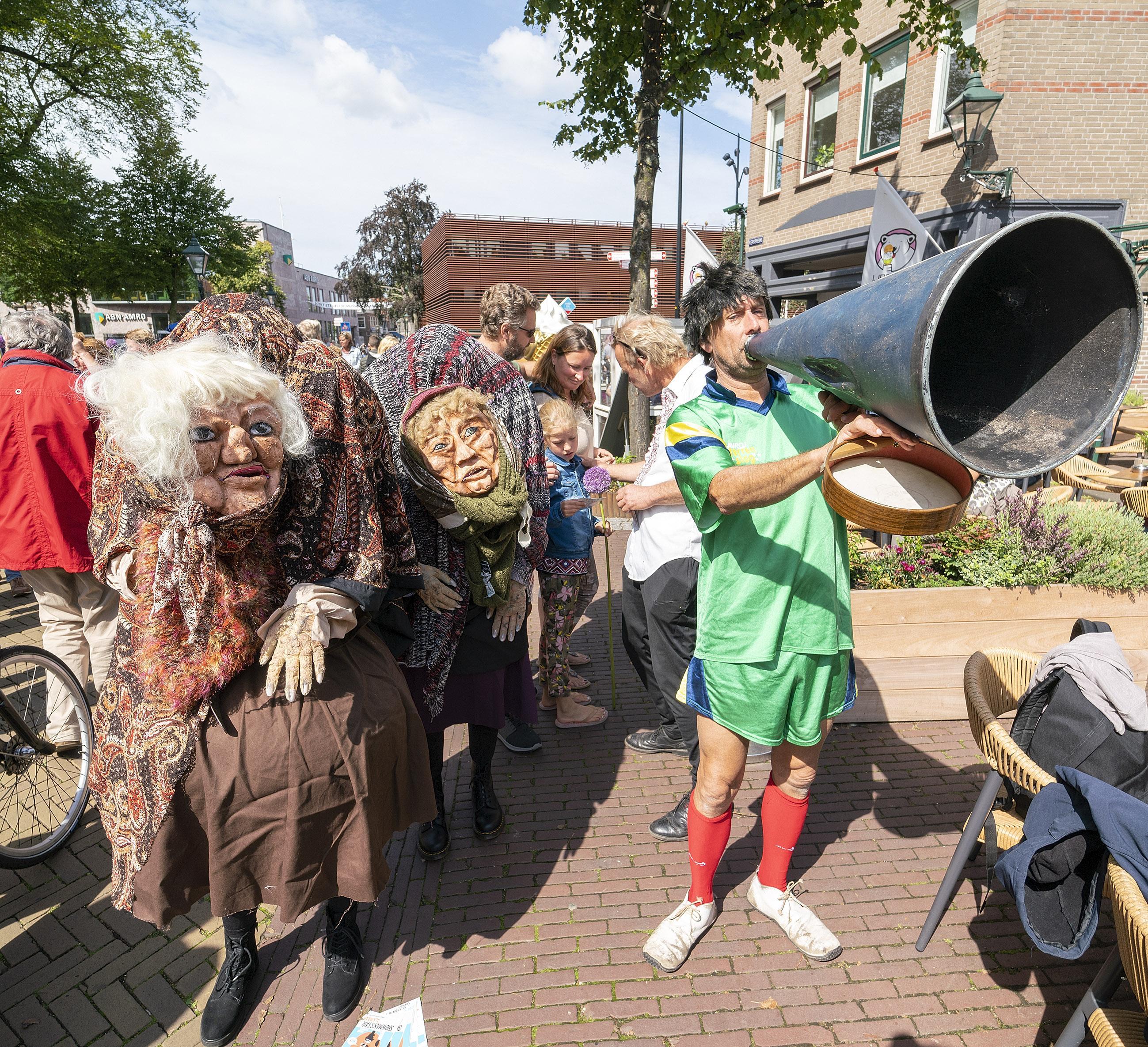 Showman's Fair: oude vrijsters kondigen driedaags variétéfestival in Alkmaarderhout aan