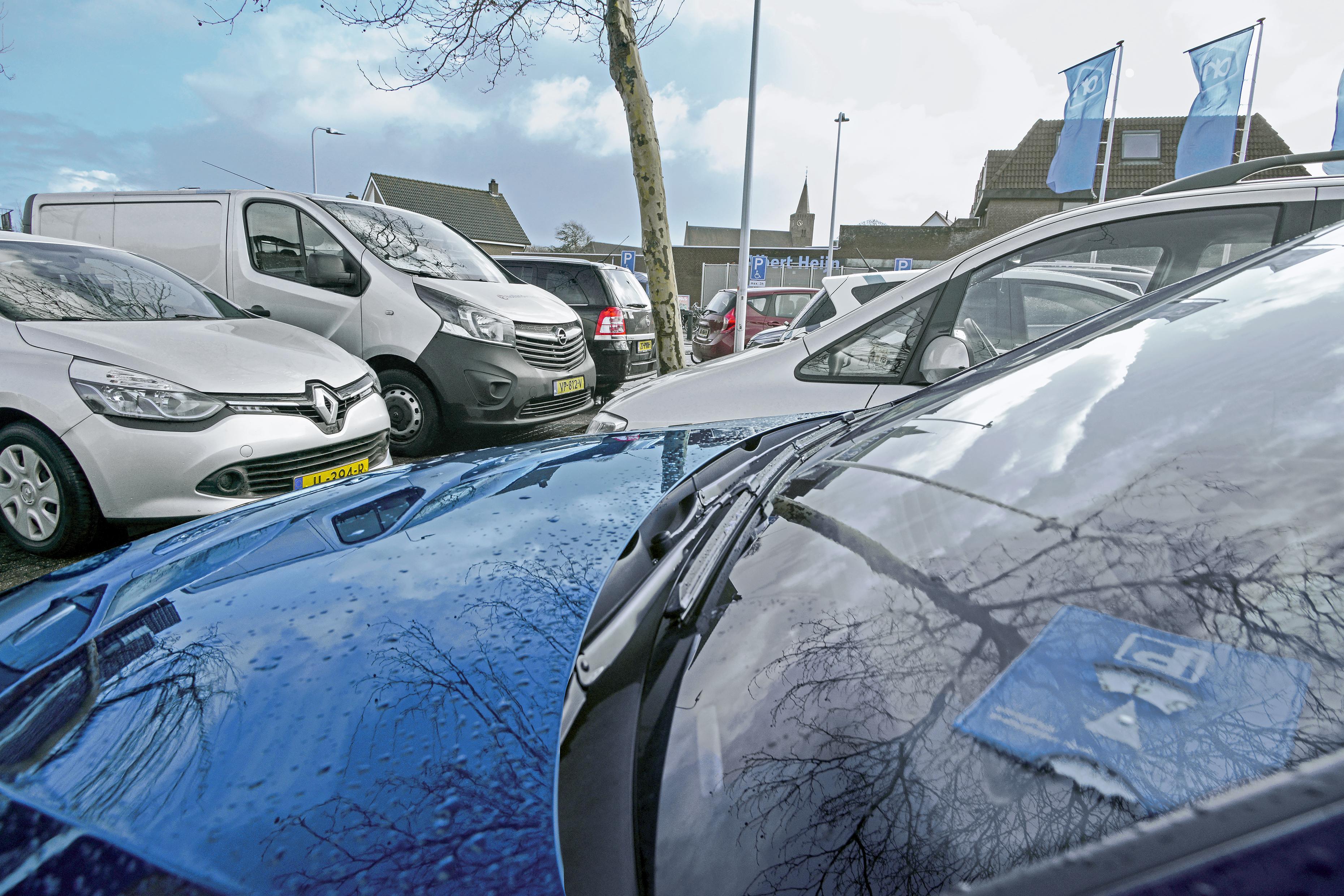 Ook in Texelse woonwijken betaald parkeren. College wil vergunningparkeren volgend jaar invoeren