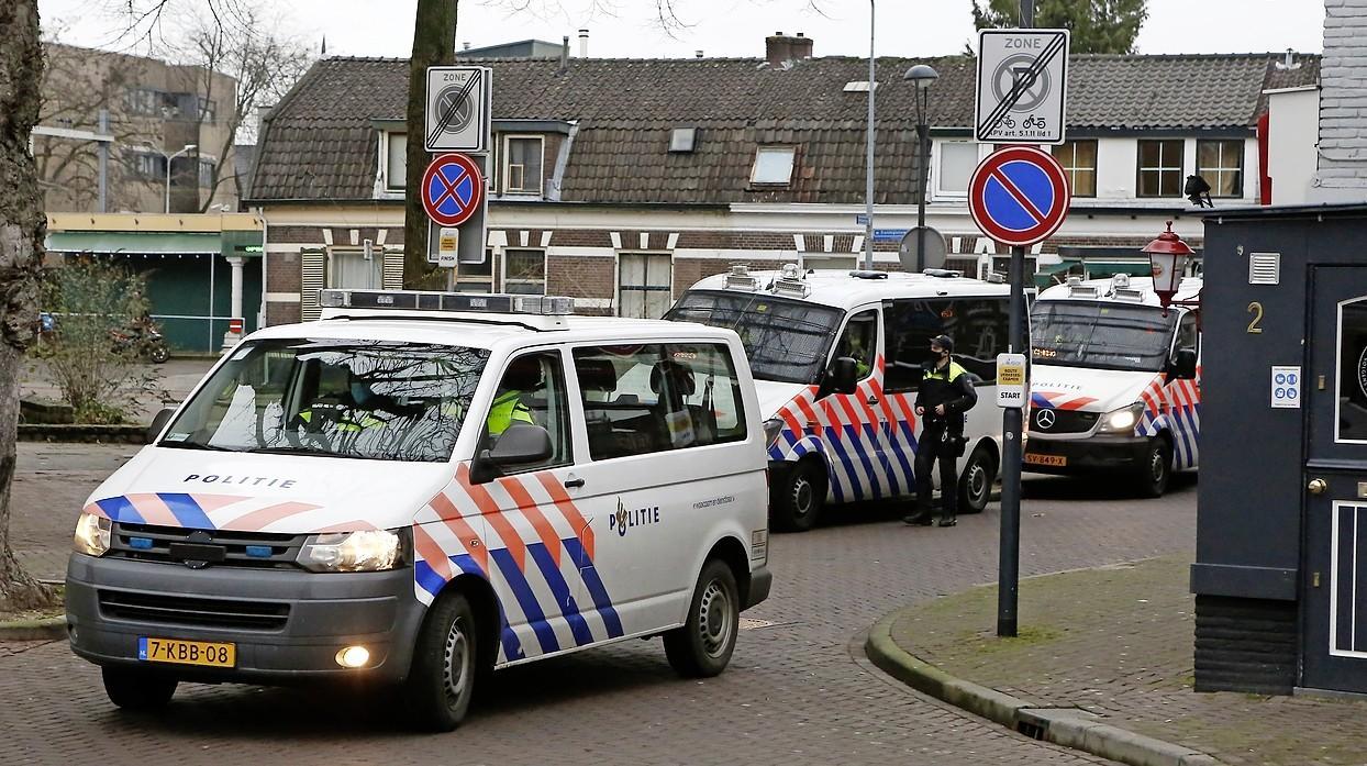 Politiek steunt het ingrijpen van Hilversumse burgemeester Broertjes bij demonstratie: 'Een stevige aanpak, daar hou ik van'