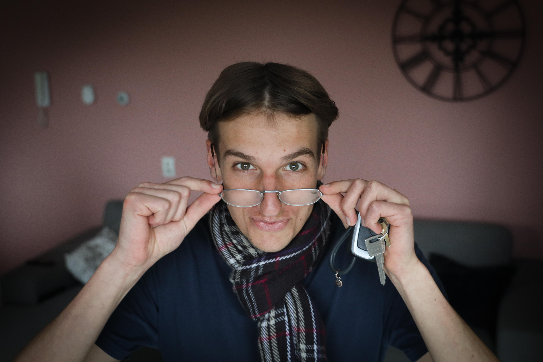 Filmpjesmaker Pieter van Leijen, vooral bekend van zijn typetje 'Juf Ellen', is beste TikTokker van Nederland