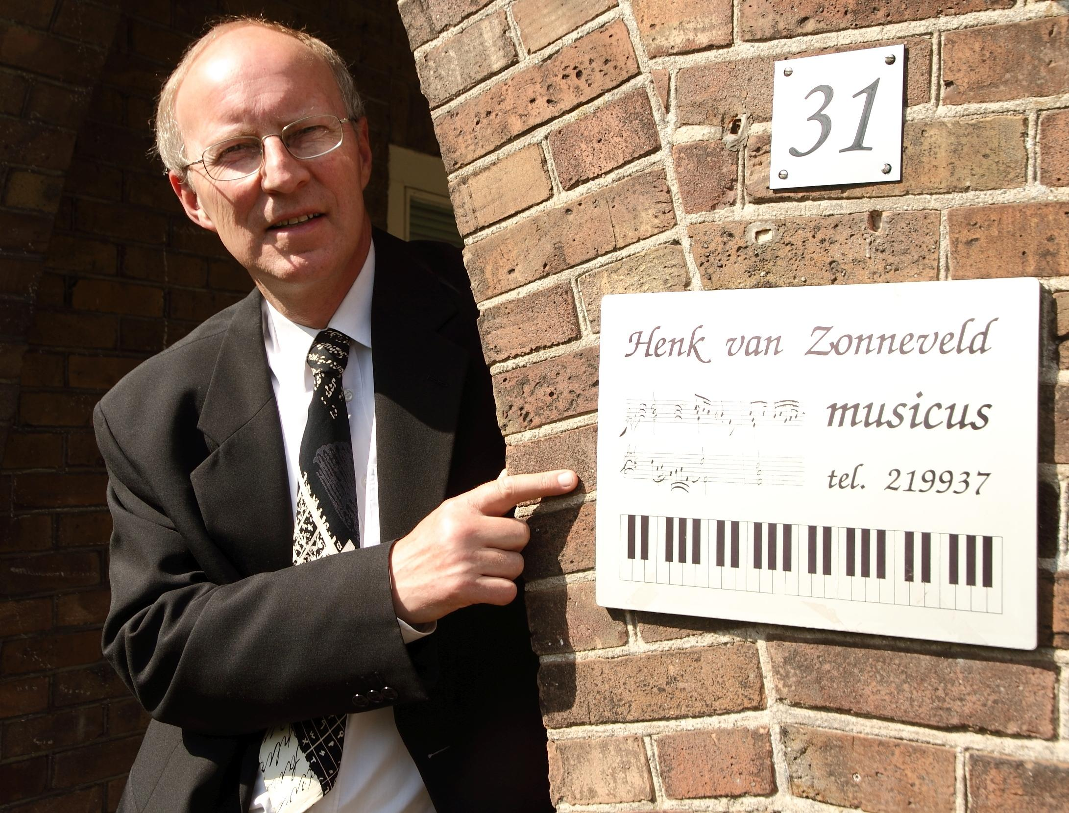 'Eigen muziekfestival' Henk van Zonneveld in achtertuin