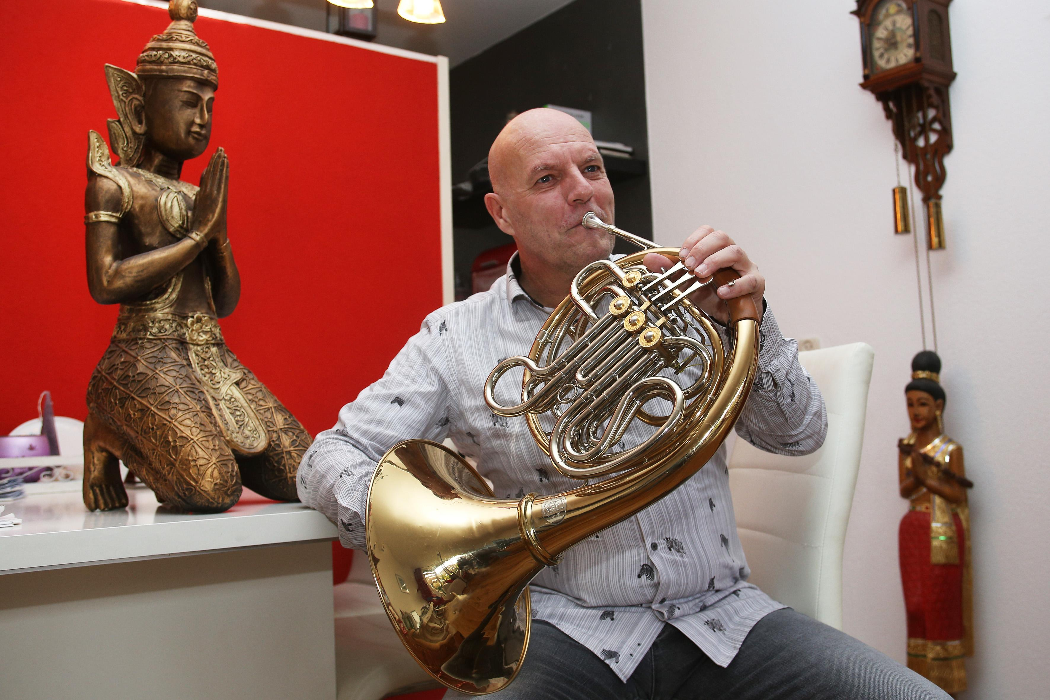 Baarnse hoornist Harry Klaassen op tournee in China