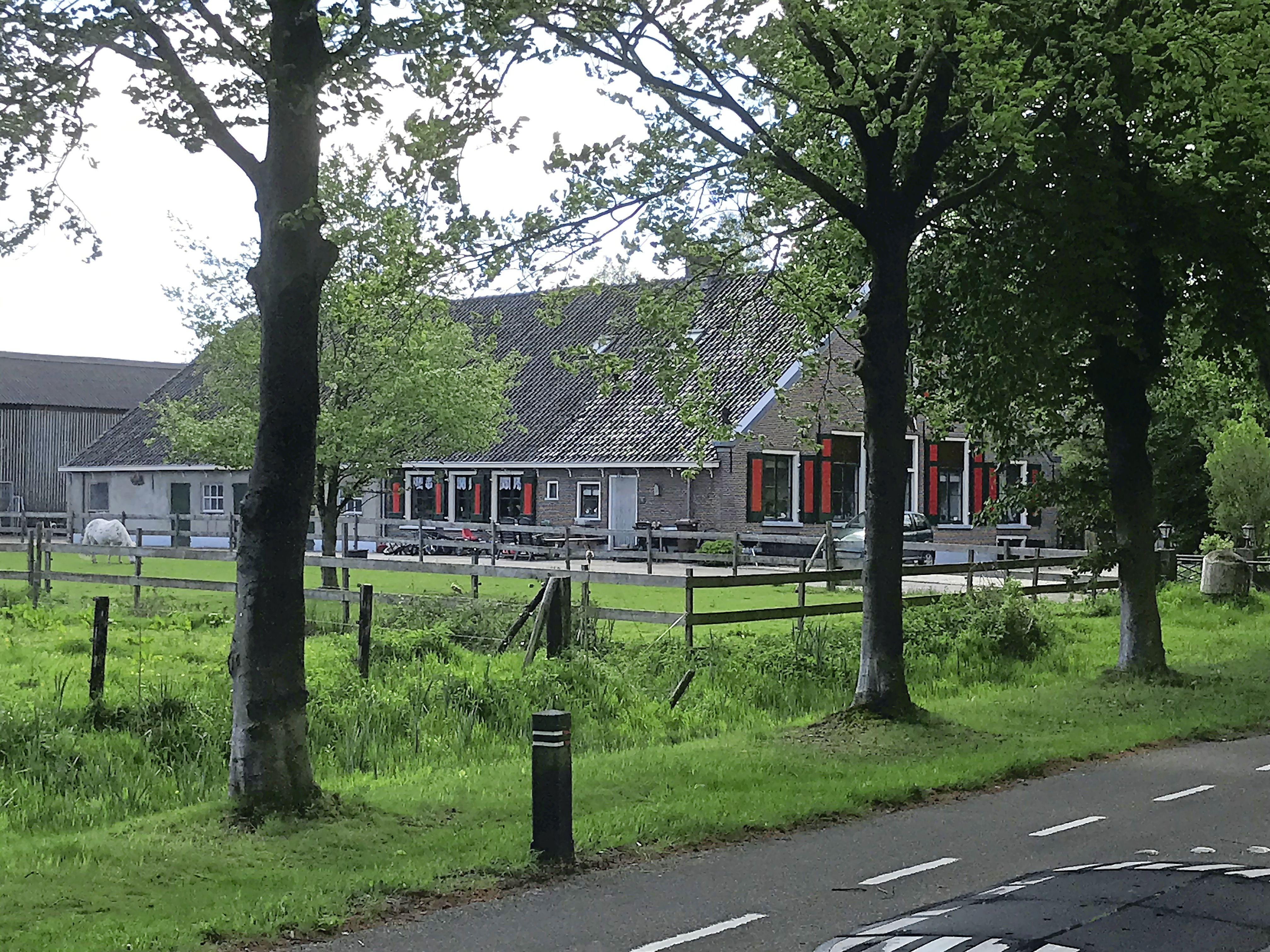 Herenboeren Soest kan eindelijk van start; Koopcontract voor boerderij de Willemshoeve en 16 hectare grond is getekend