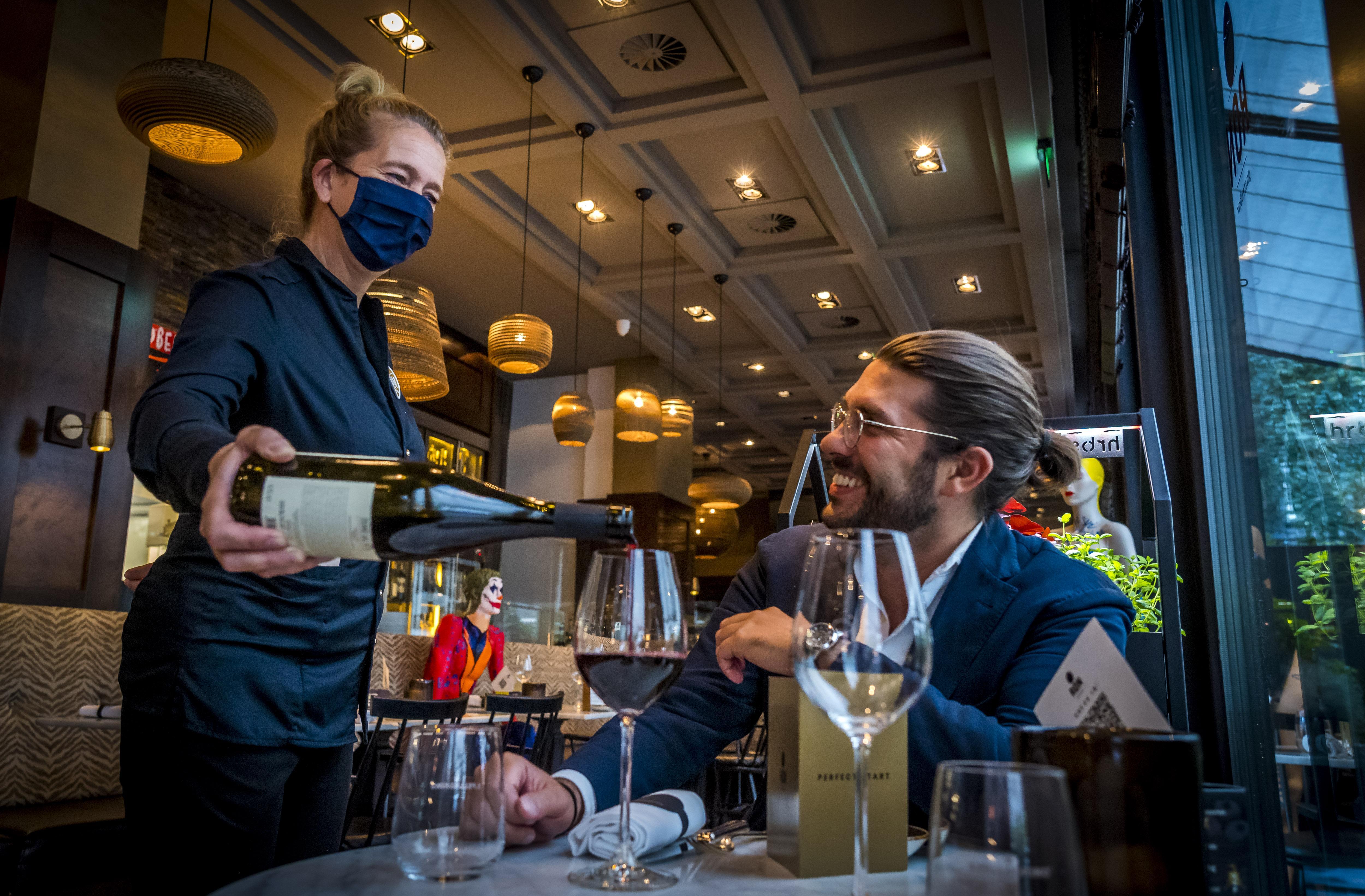 Nieuwe maatregelen raken cafés en zalencentra IJmond: de zoveelste domper voor horeca in korte tijd, zelfs de lokale kaartclub belt af