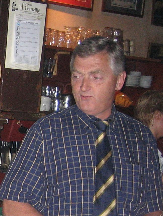 Frank Wiedemeijer (1952-2021): De bel uit de hotellobby klinkt steeds minder in 't Hemeltje