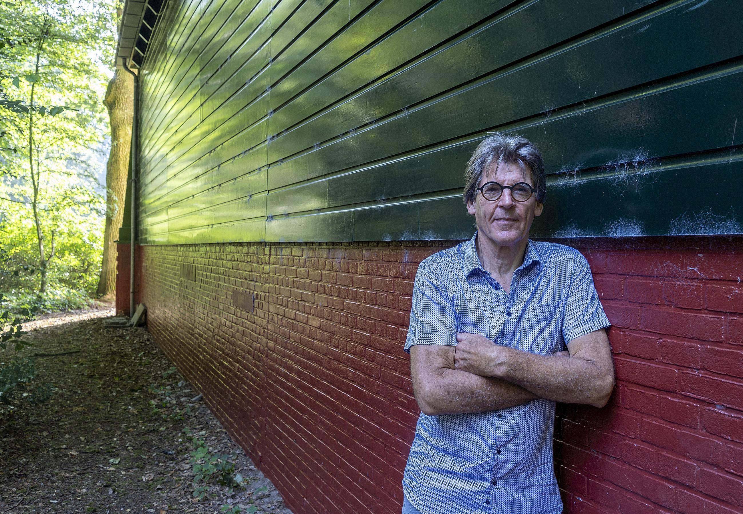 Henk Winder (71) uit Alkmaar, verwekt door onbekende militair in muziektuin, zoekt al bijna hele leven naar biologische vader