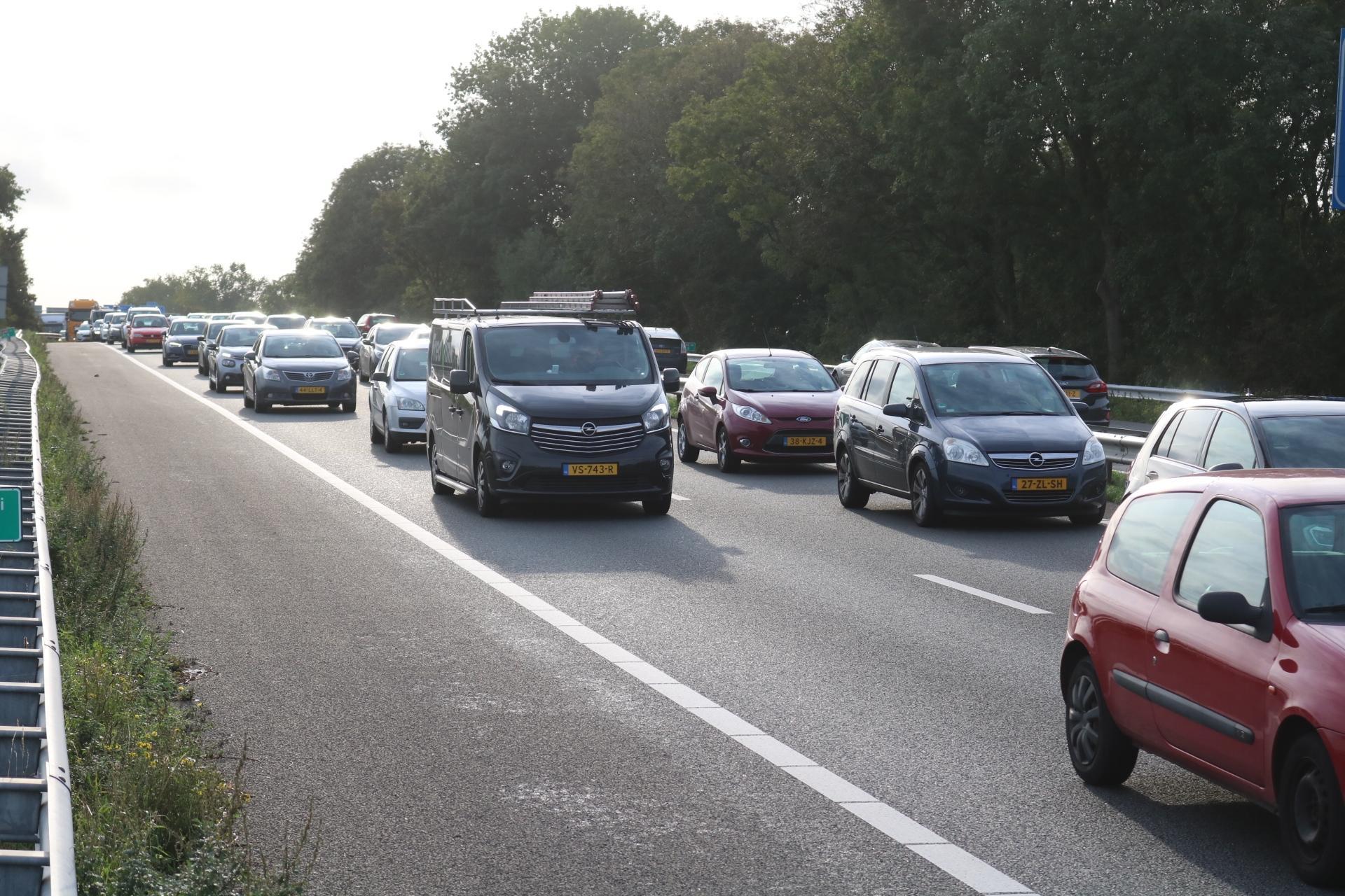 Flinke file na ongeluk op de A44 bij Sassenheim