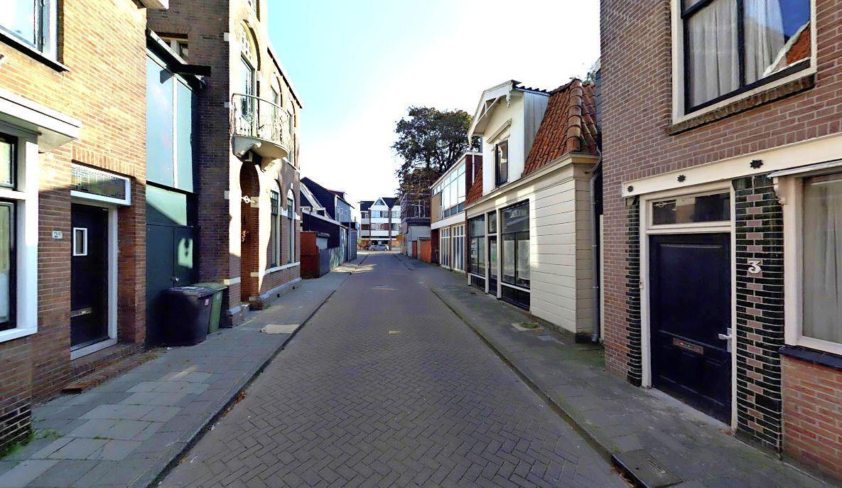 Zaandamse wijk Oud-West in verzet tegen school op parkeerterrein en vrachtwagens door Botenmakersstraat