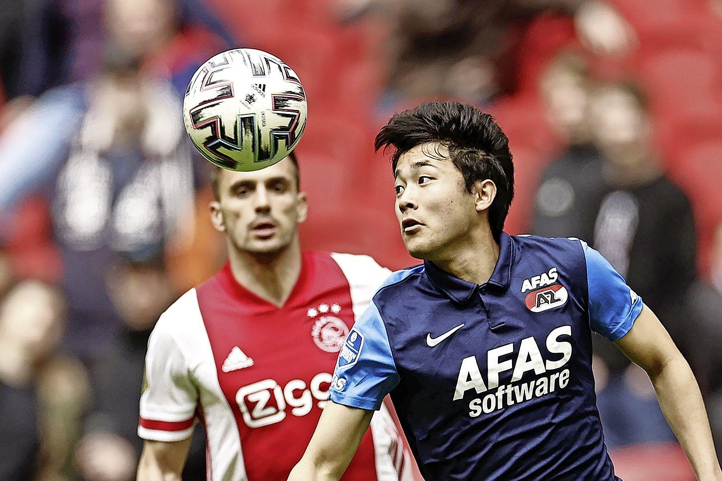 'Wij zijn kampioen', zingen de fans van Ajax na de zege op kansen missend AZ