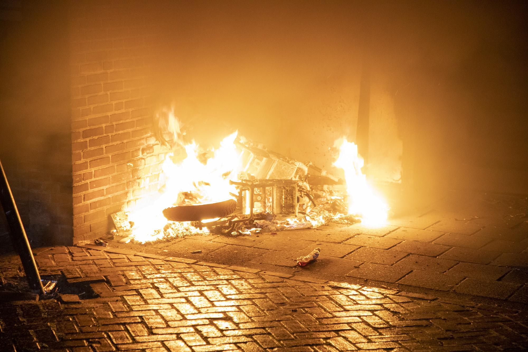 Twee scooters verwoest door brand in Haarlem