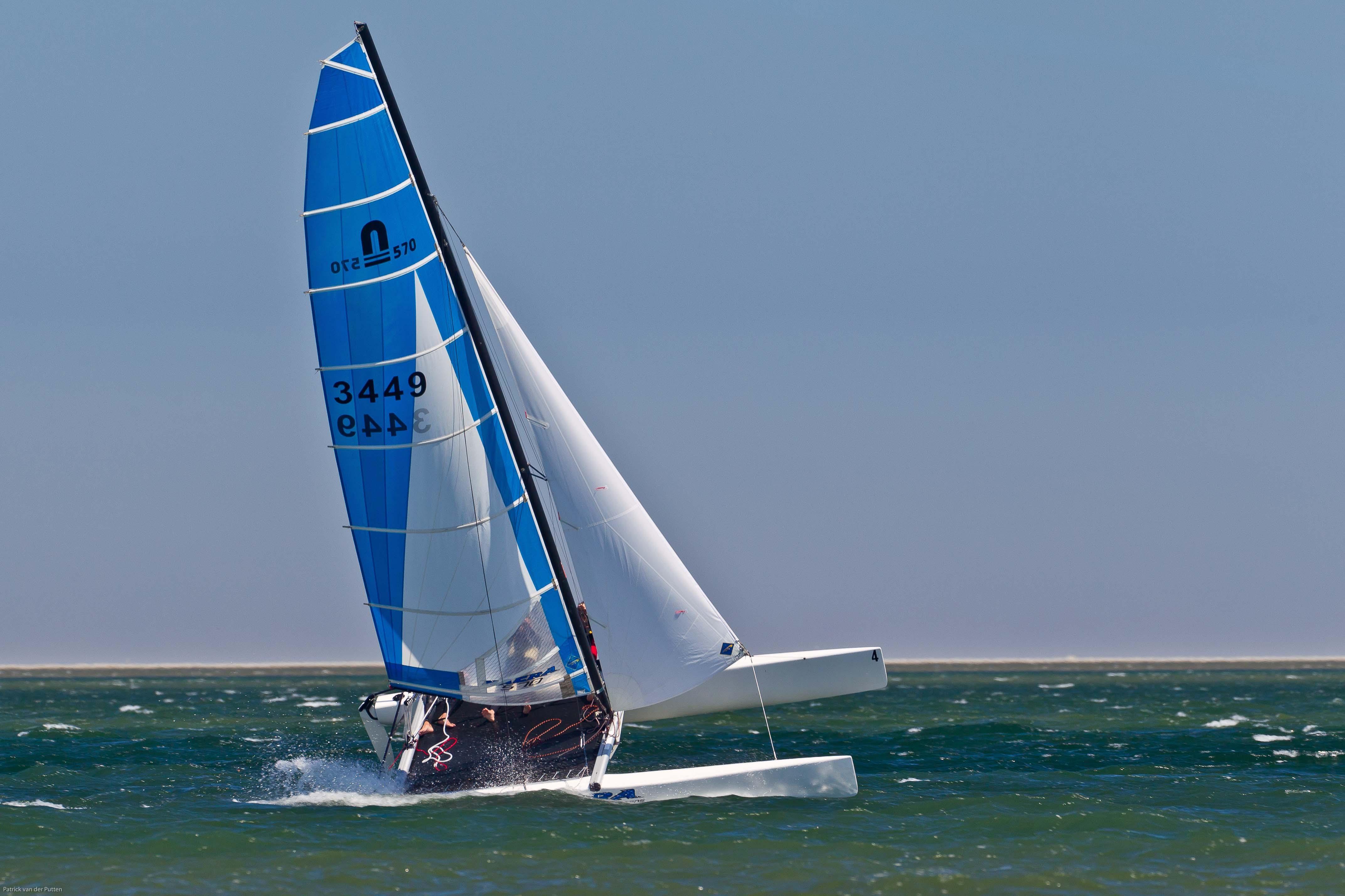 Wind vangen en gaan... Vrij over het water scheren in een catamaran, wie wil dat nu niet. Journalist Jannelies Blommaert mocht het beleven