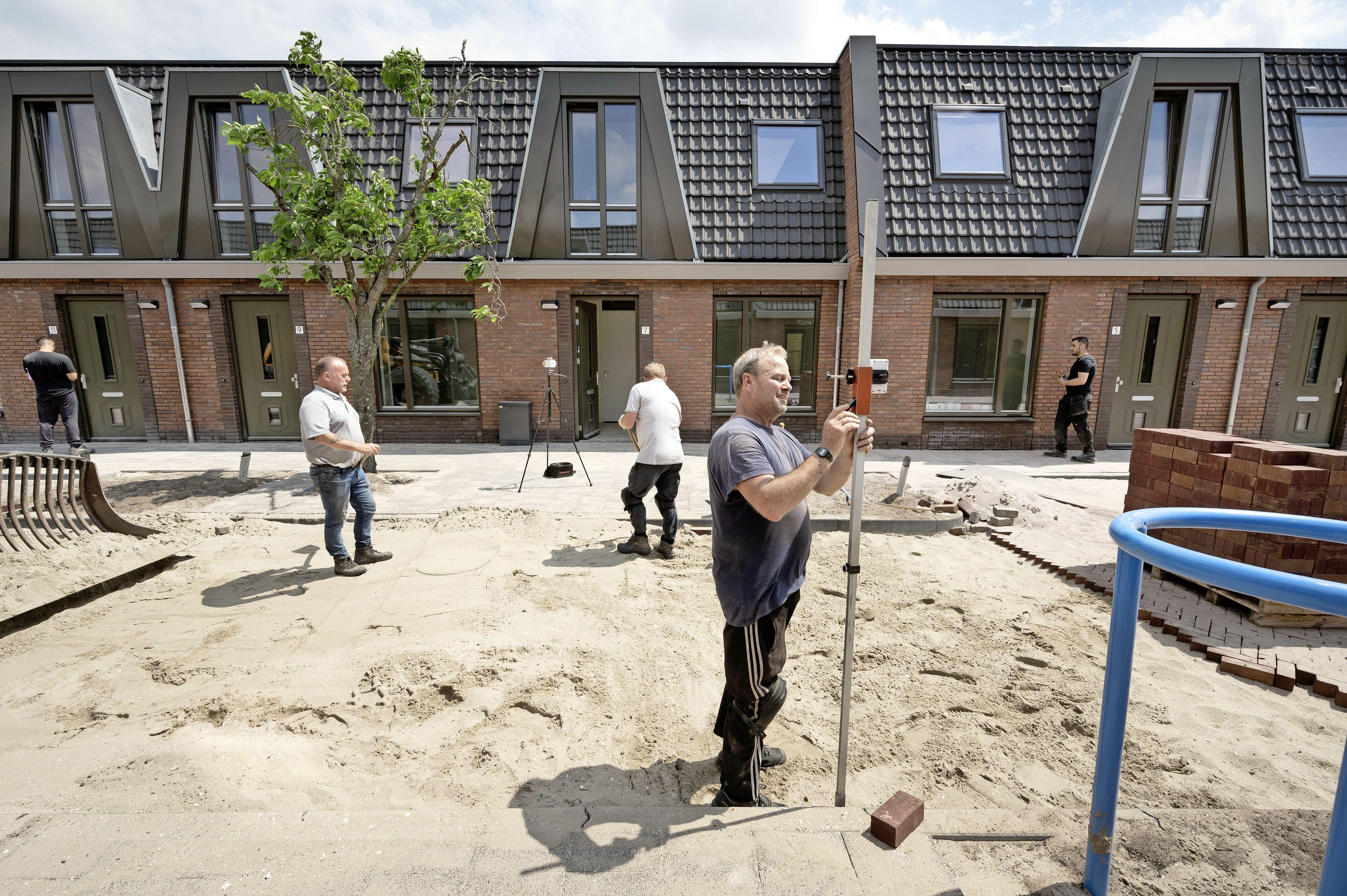 Nieuw leven tussen oude zeehelden, langdurige opknapbeurt Leidse wijk nadert voltooiing