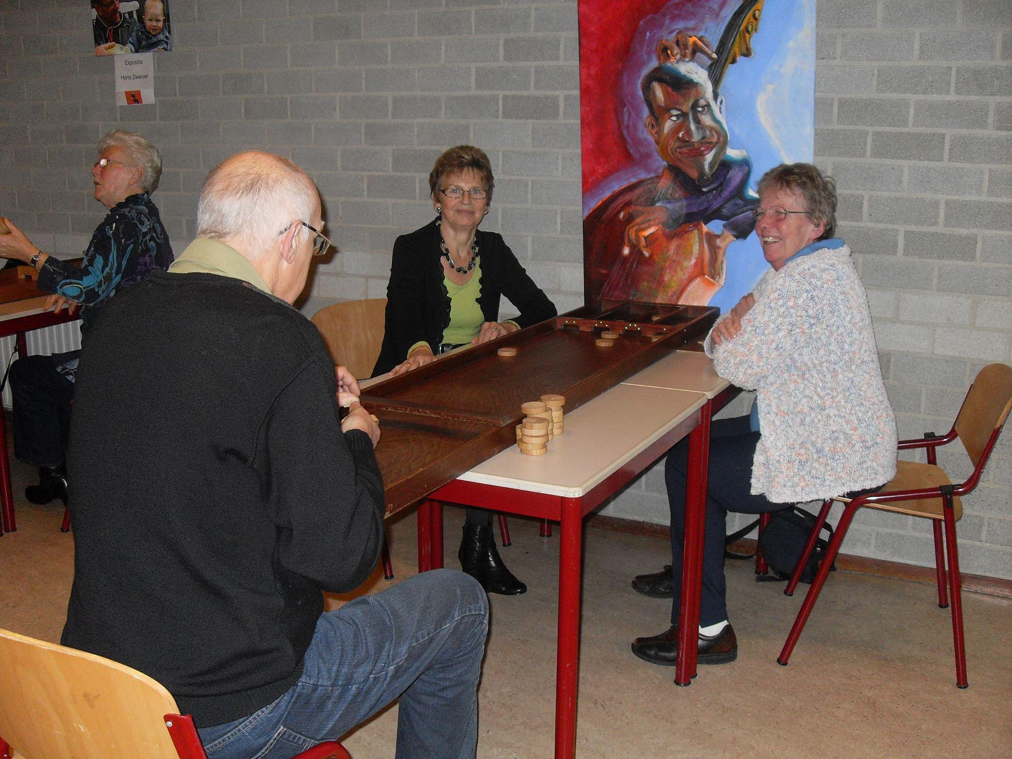 Seniorensjoelclub in Hoorn gooit na twaalf jaar de handdoek in de ring door coronamaatregelen: 'Het is een triest einde'