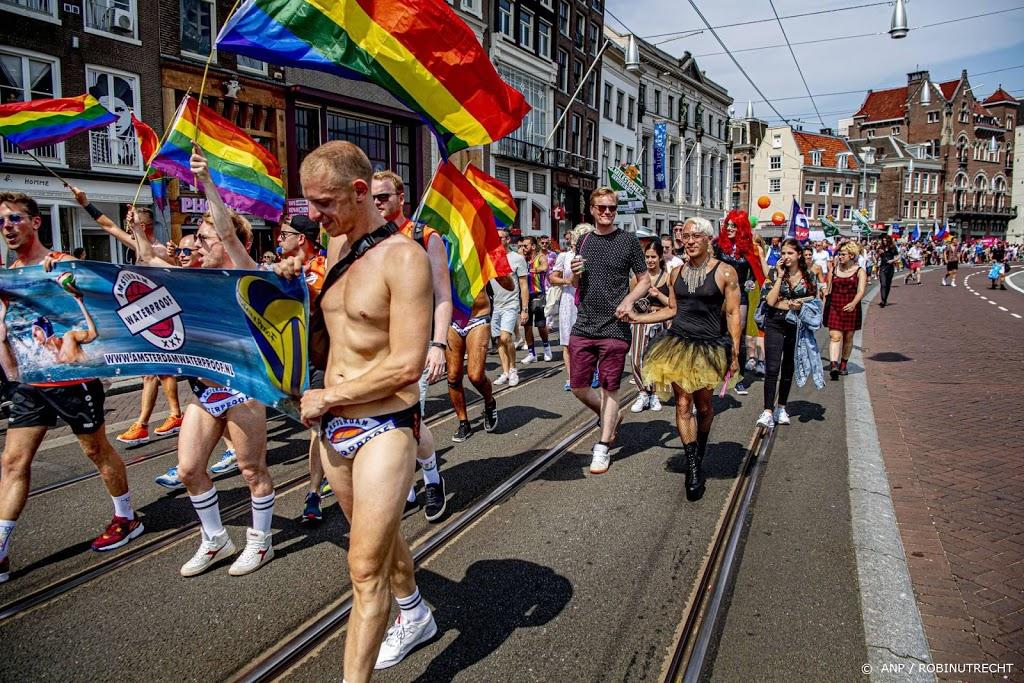 Pride Walk zaterdag van Martin Luther Kingpark naar Amsterdam CS