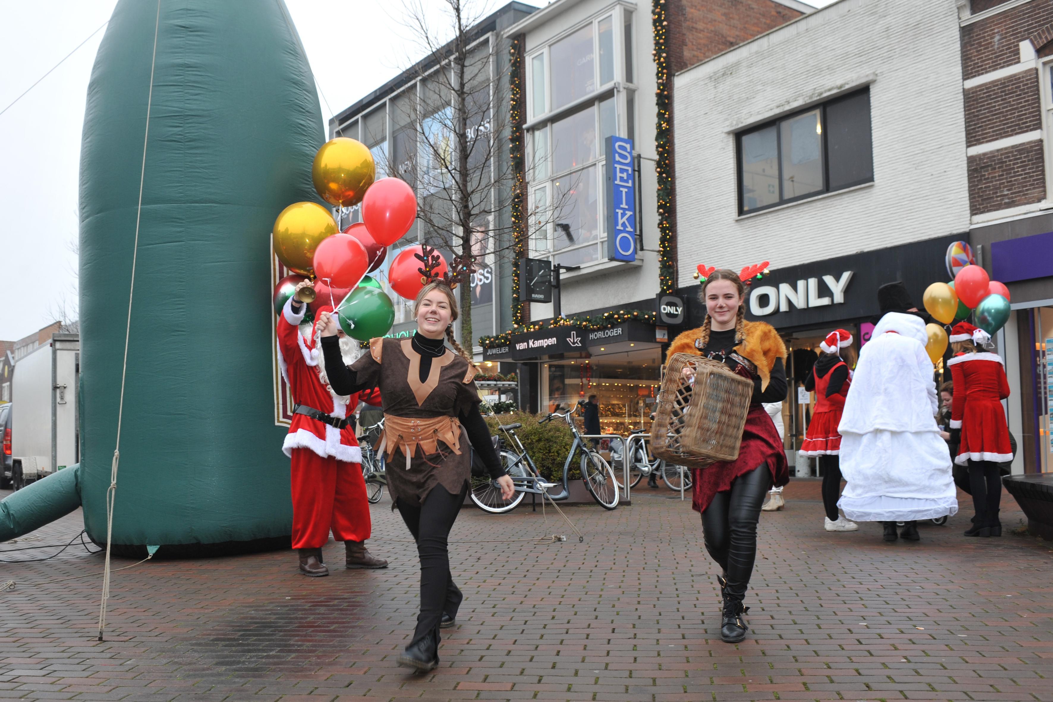 Bomaanslagen gesprek van de dag op gezellige Breestraat in Beverwijk. 'Ik maak me meer zorgen om het coronarisico dan om die explosies'
