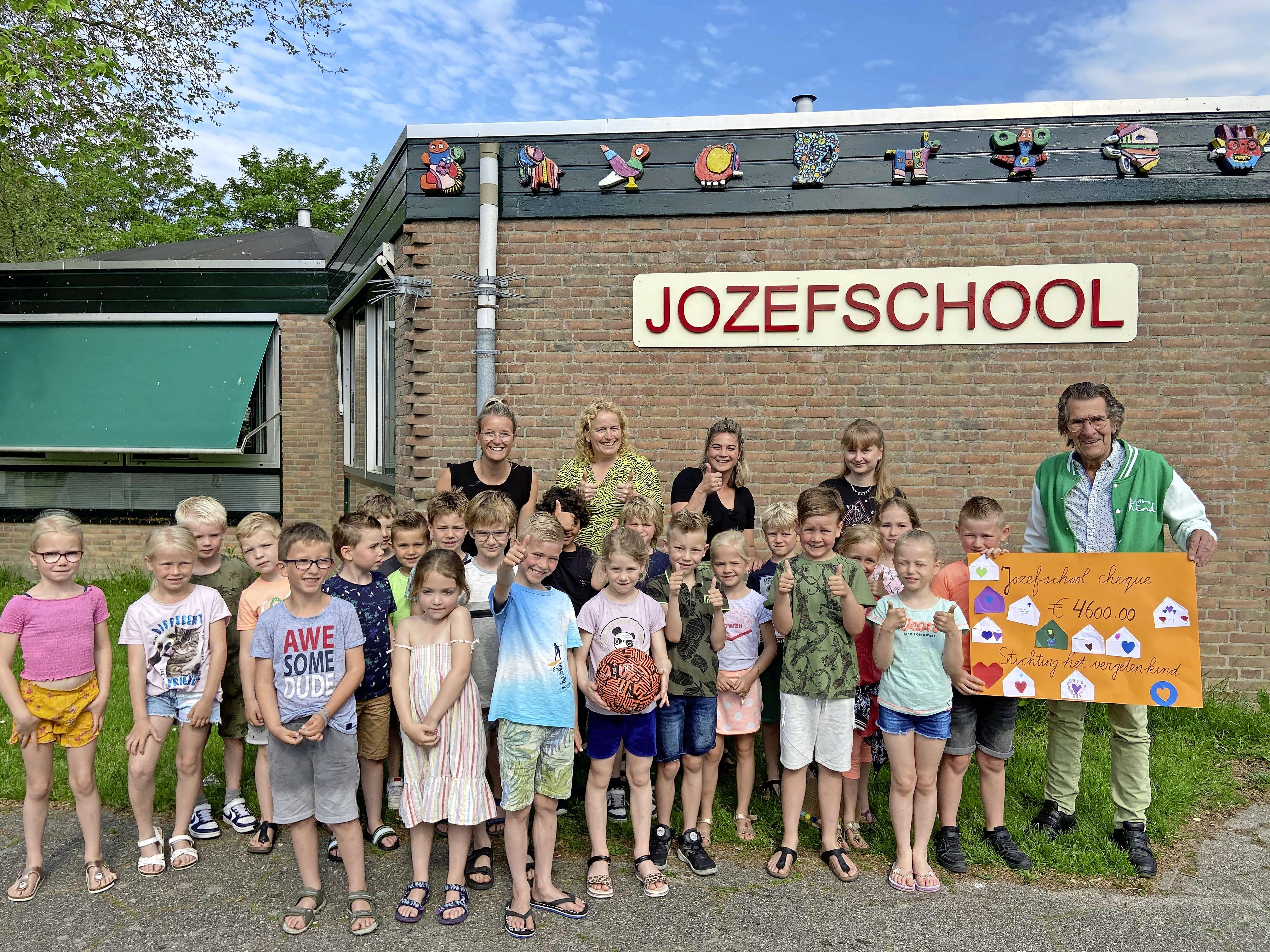 Leerlingen Jozefschool in Venhuizen lopen dik tien mille bijeen voor goede doelen