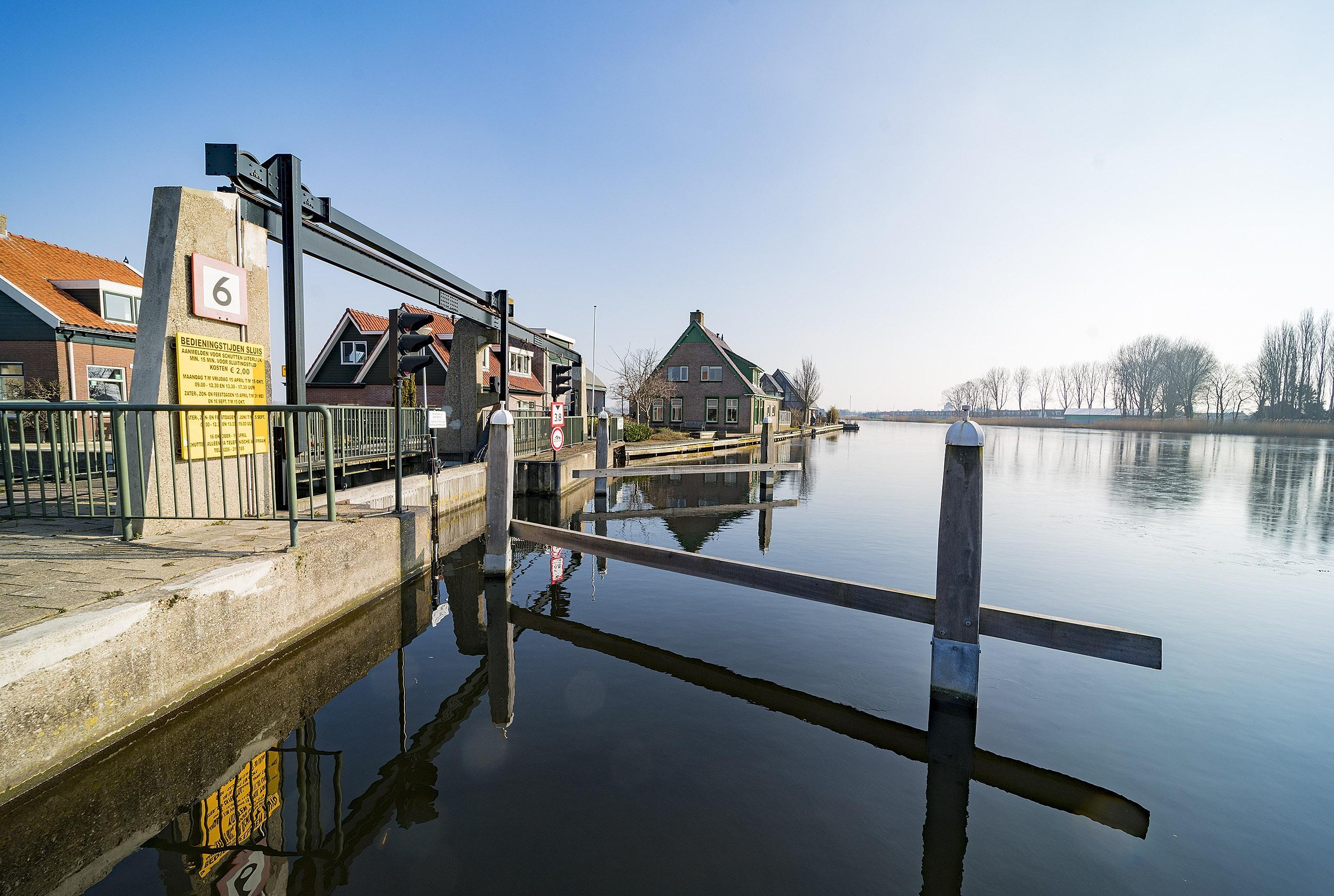 Sluis in Broek op Langedijk gaat maand 'op slot'