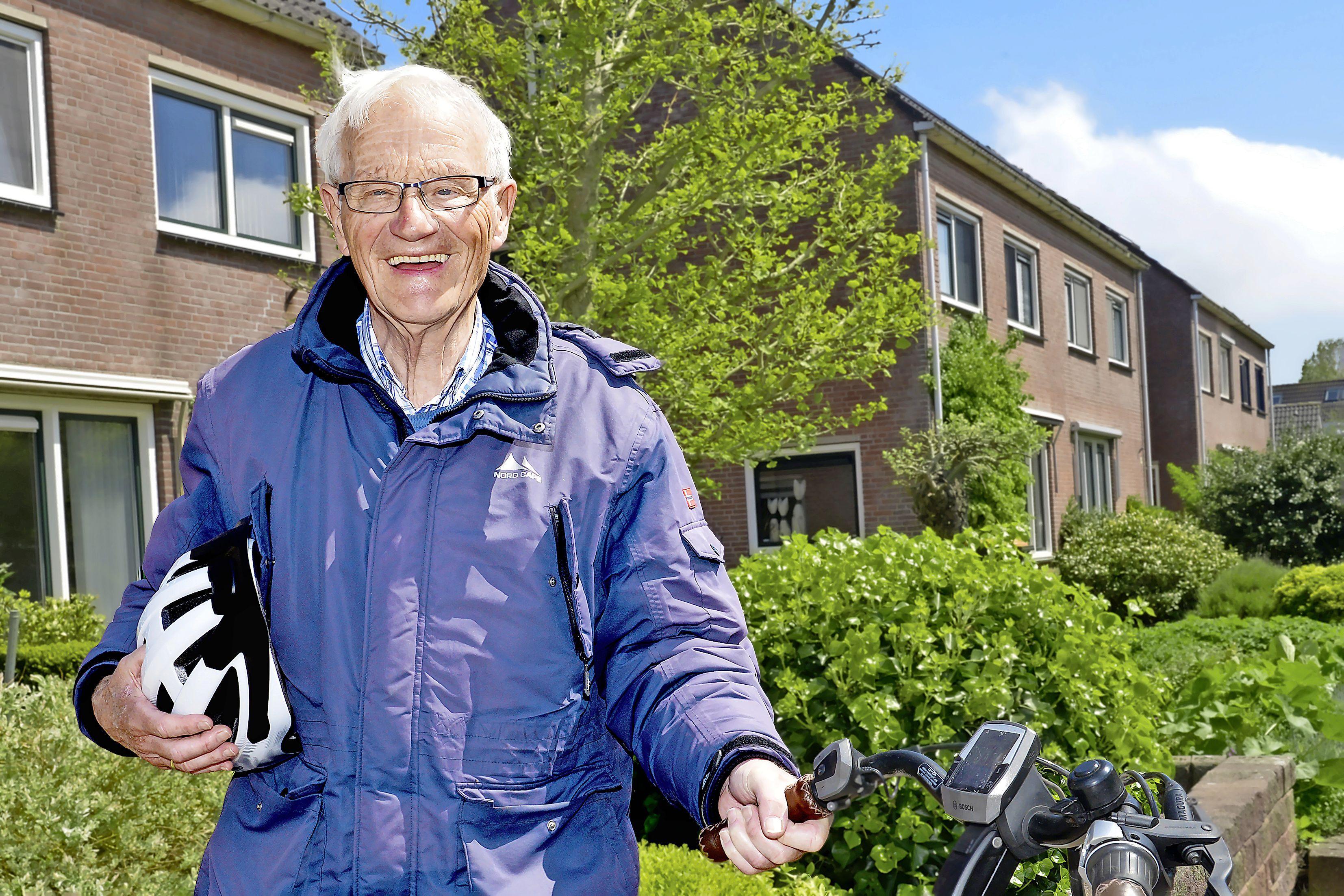 'Die fietshelm heeft je leven gered', zei de verpleegkundige. Maar een helm op en een spiegeltje op je fiets... Dat is voor veel ouderen nog wel een dingetje