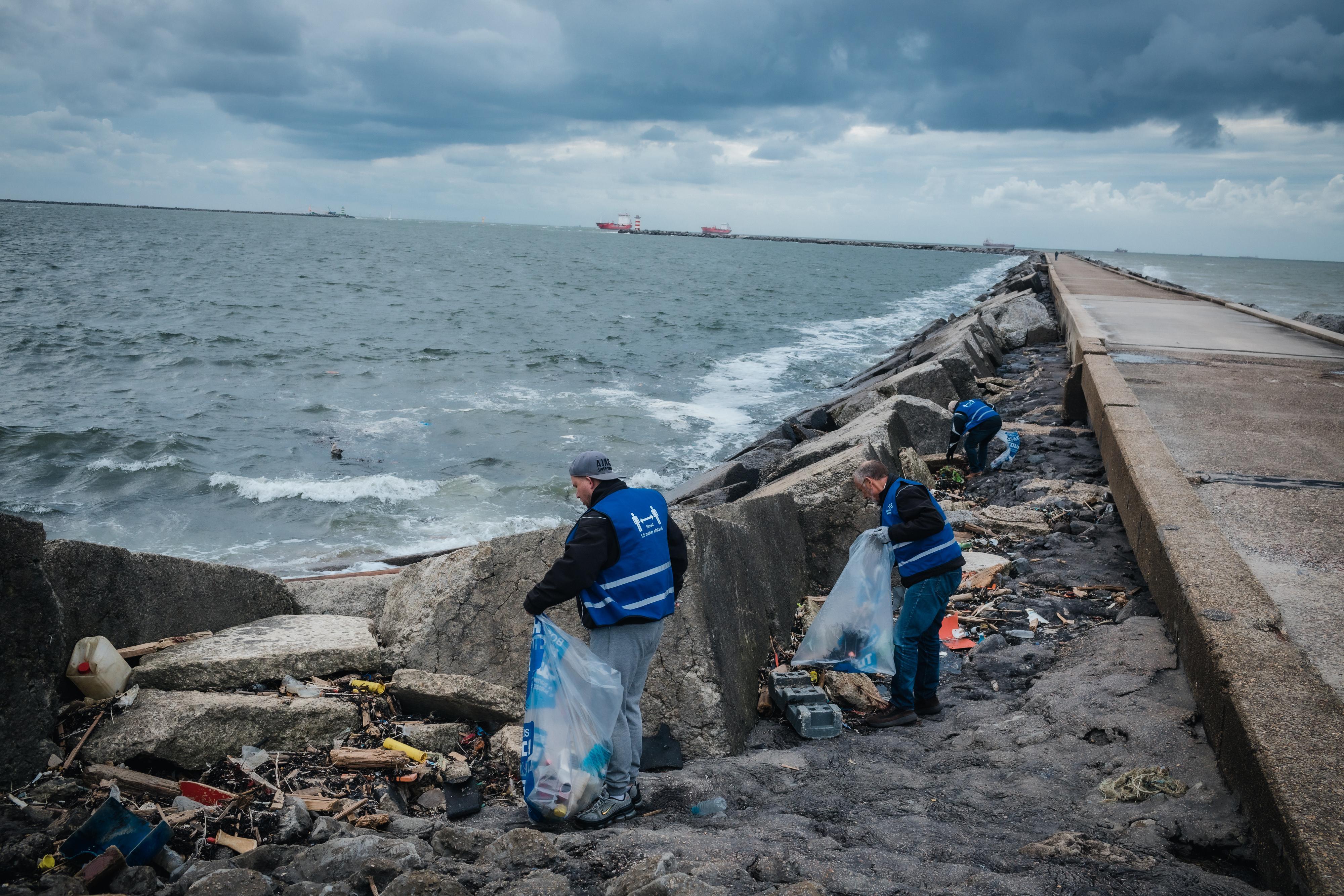 Meer troep in natuurgebieden: 'Mensen laten hele barbecues, dekens en tientallen vuilniszakken achter'
