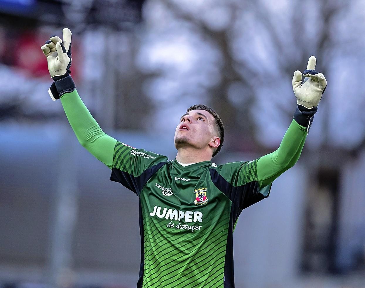Ajax in gesprek met Go Ahead Eagles-keeper Jay Gorter