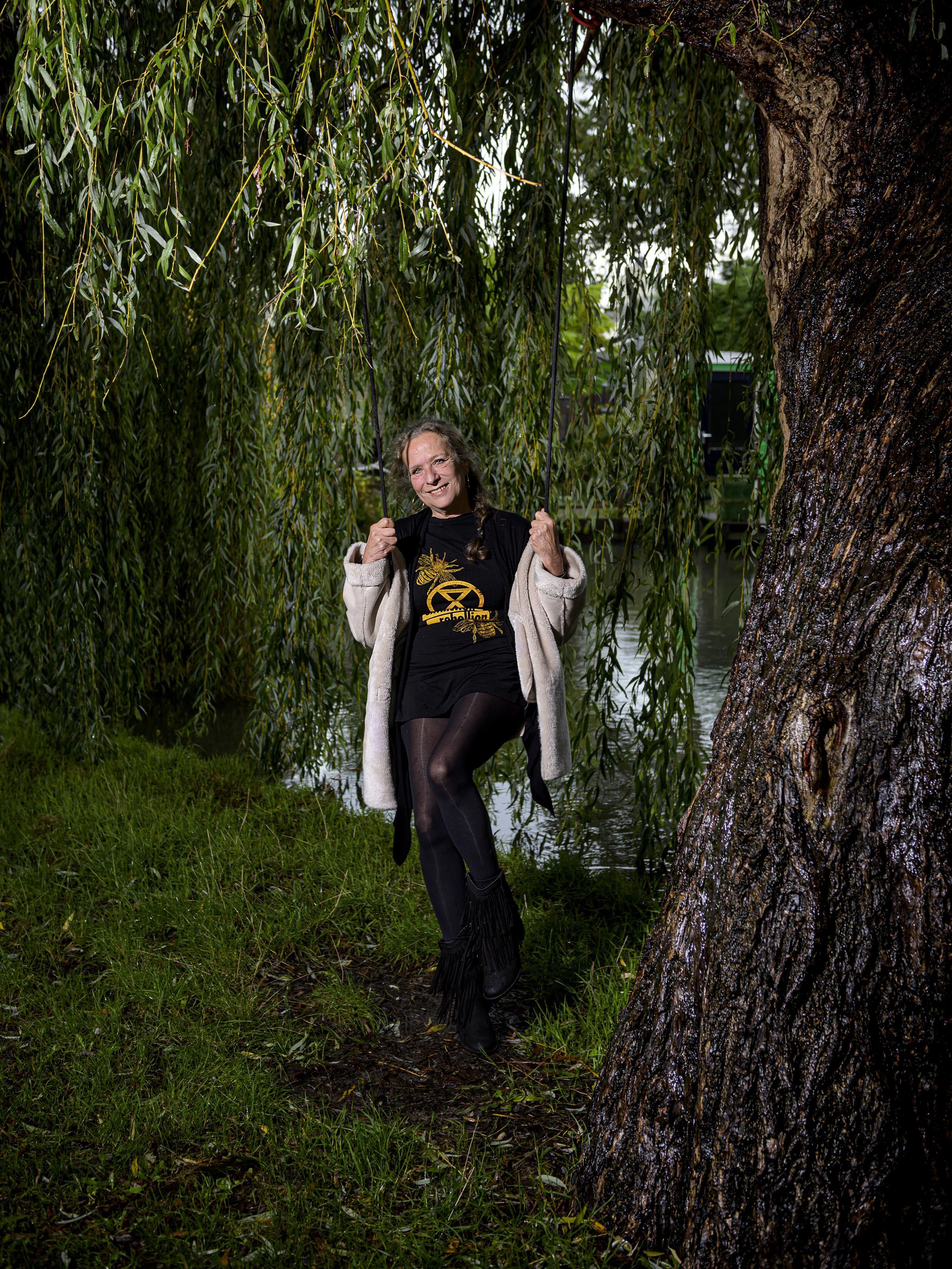 Carmen in actie met Extinction Rebellion: 'Van beton wordt niemand gelukkig'
