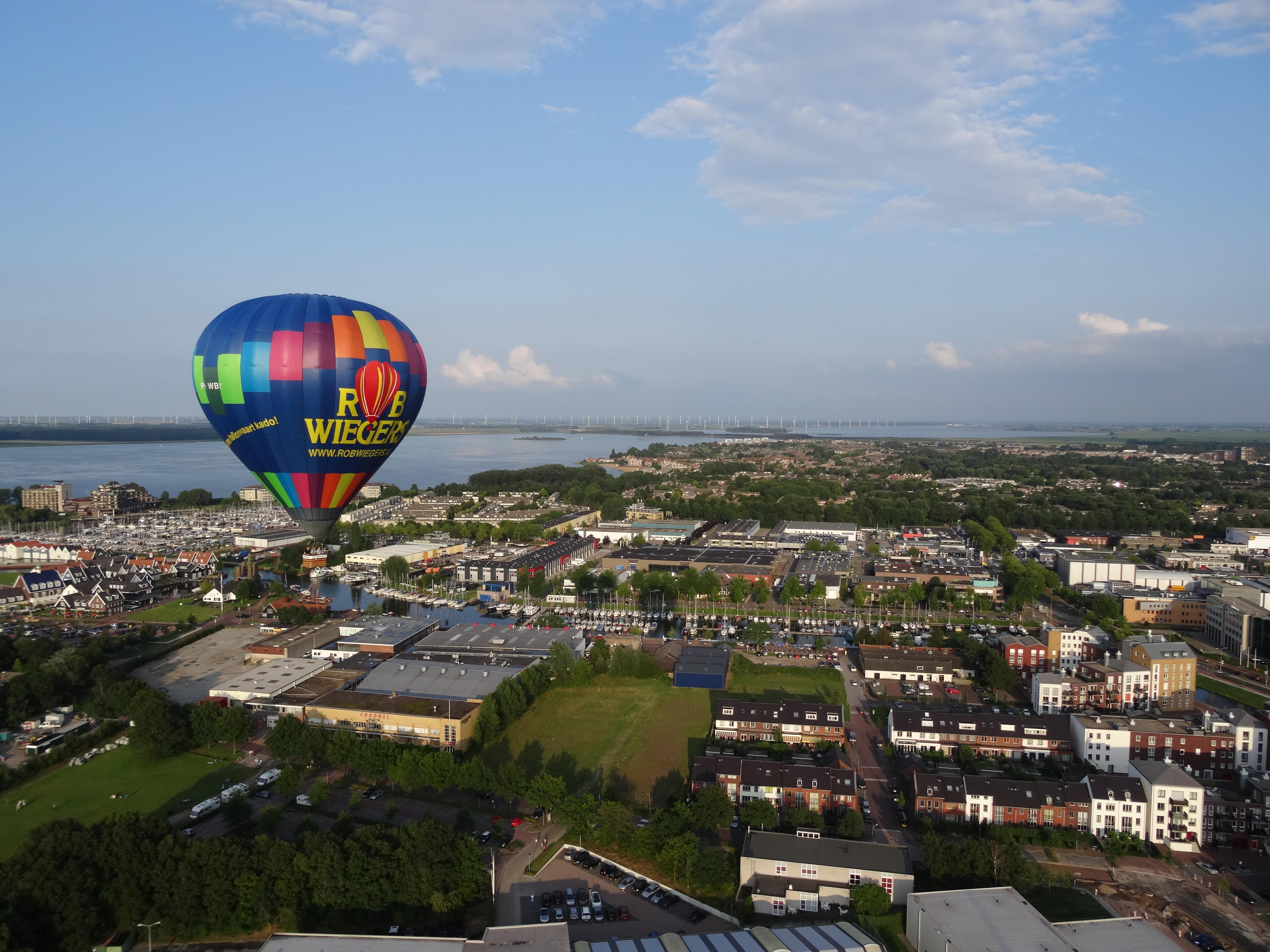 Ballonvaarders gefrustreerd aan de grond. Geeft Mark Rutte eindelijk toestemming weer te gaan varen?