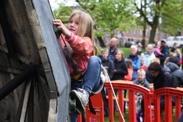 Kinderfestival in Enkhuizen:Vrijheid is klimmen, knutselen of varen