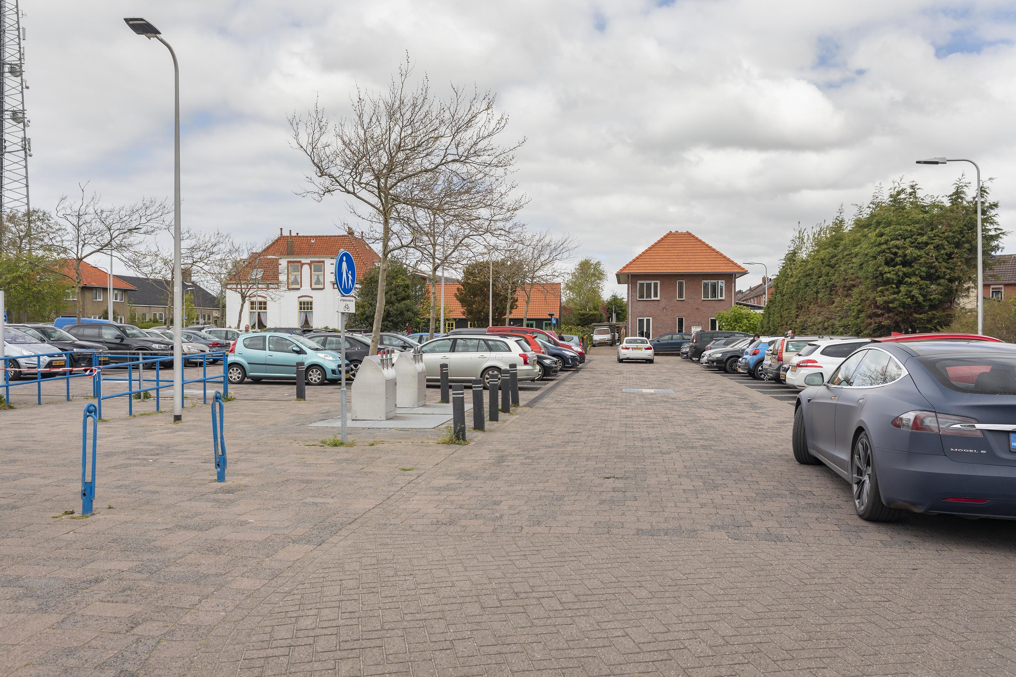 Lege schappen in toeristensupermarkt in De Koog bevestigen grote drukte op Texel