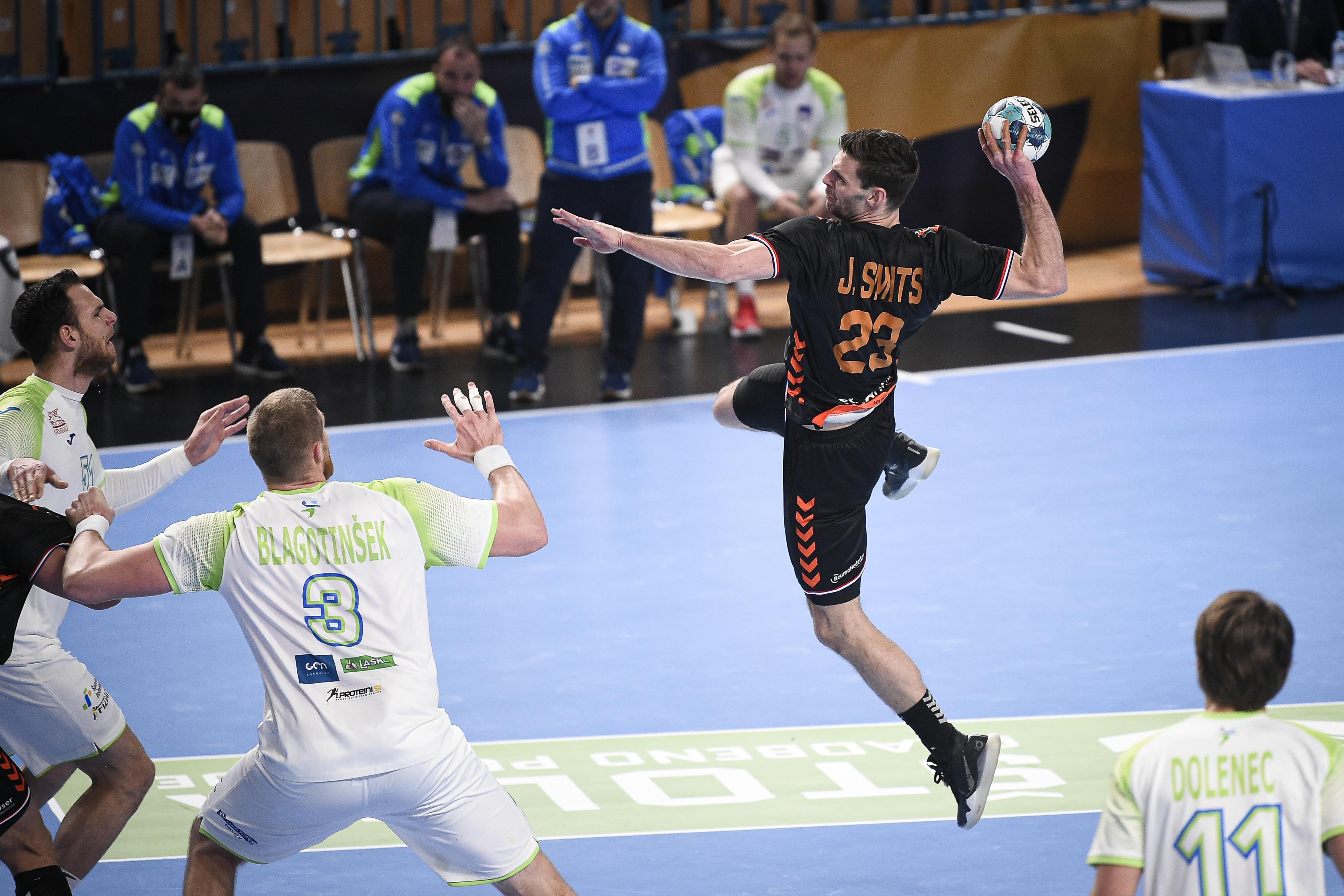 Een wedstrijd van verschil; Jorn Smits dankt toptransfer aan onverwacht meespelen in interland tegen Turkije