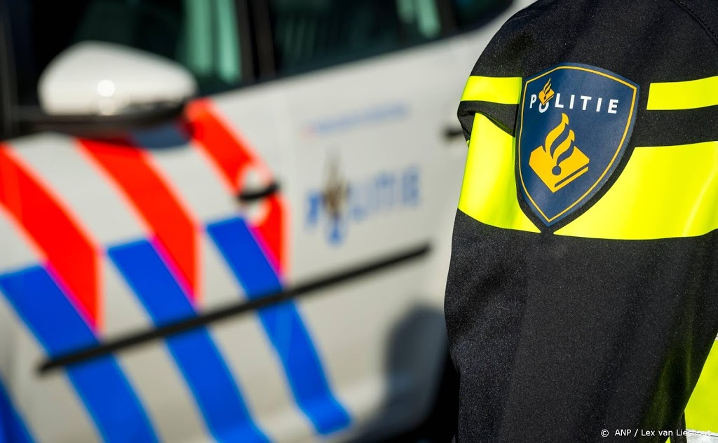 Agent bij rellen in Venlo gewond door steen door de ruit