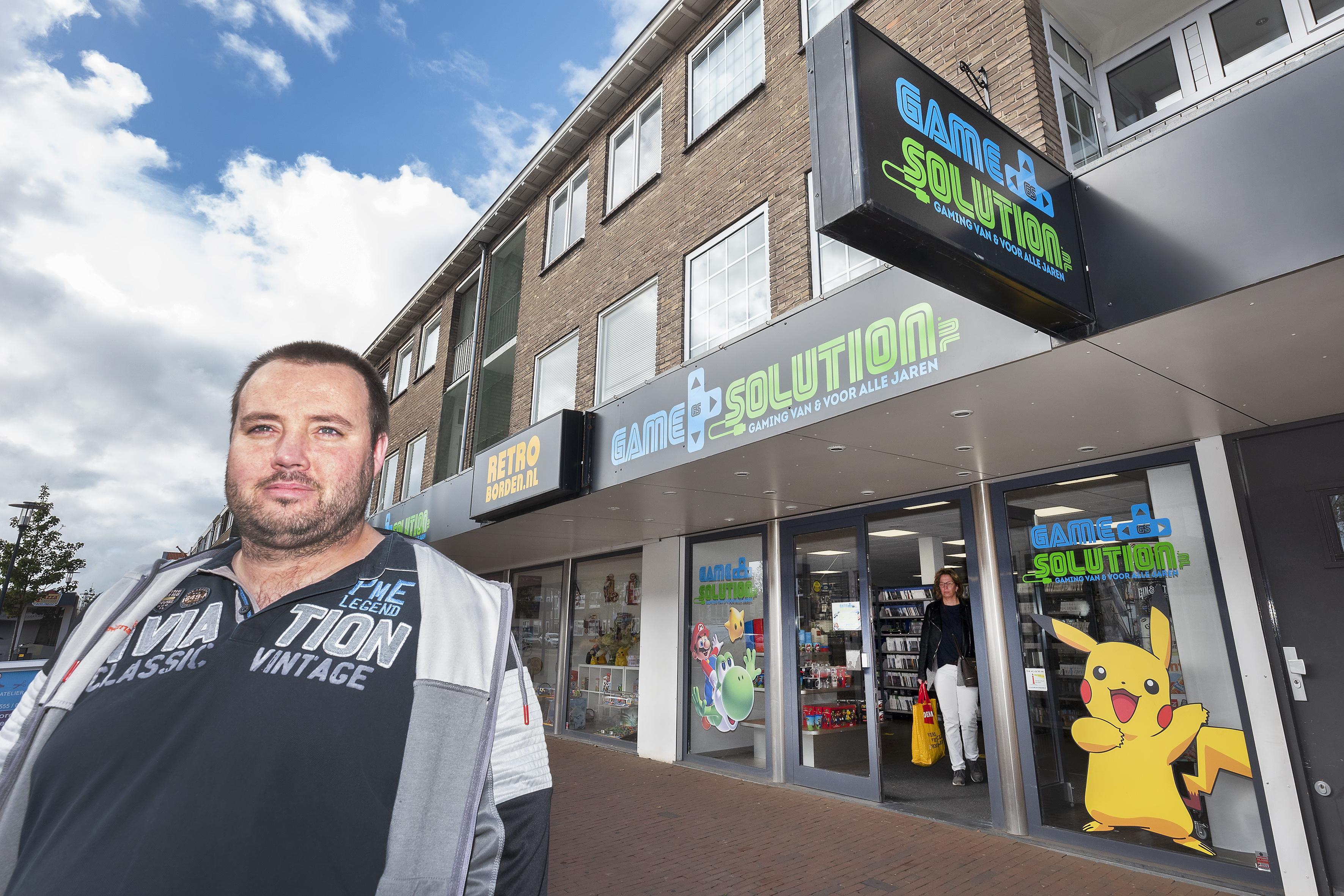 Games, vintage en retro op echte A-locatie aan de Lange Nieuwstraat in IJmuiden: 'De vorige winkel was uit zijn jasje gegroeid'