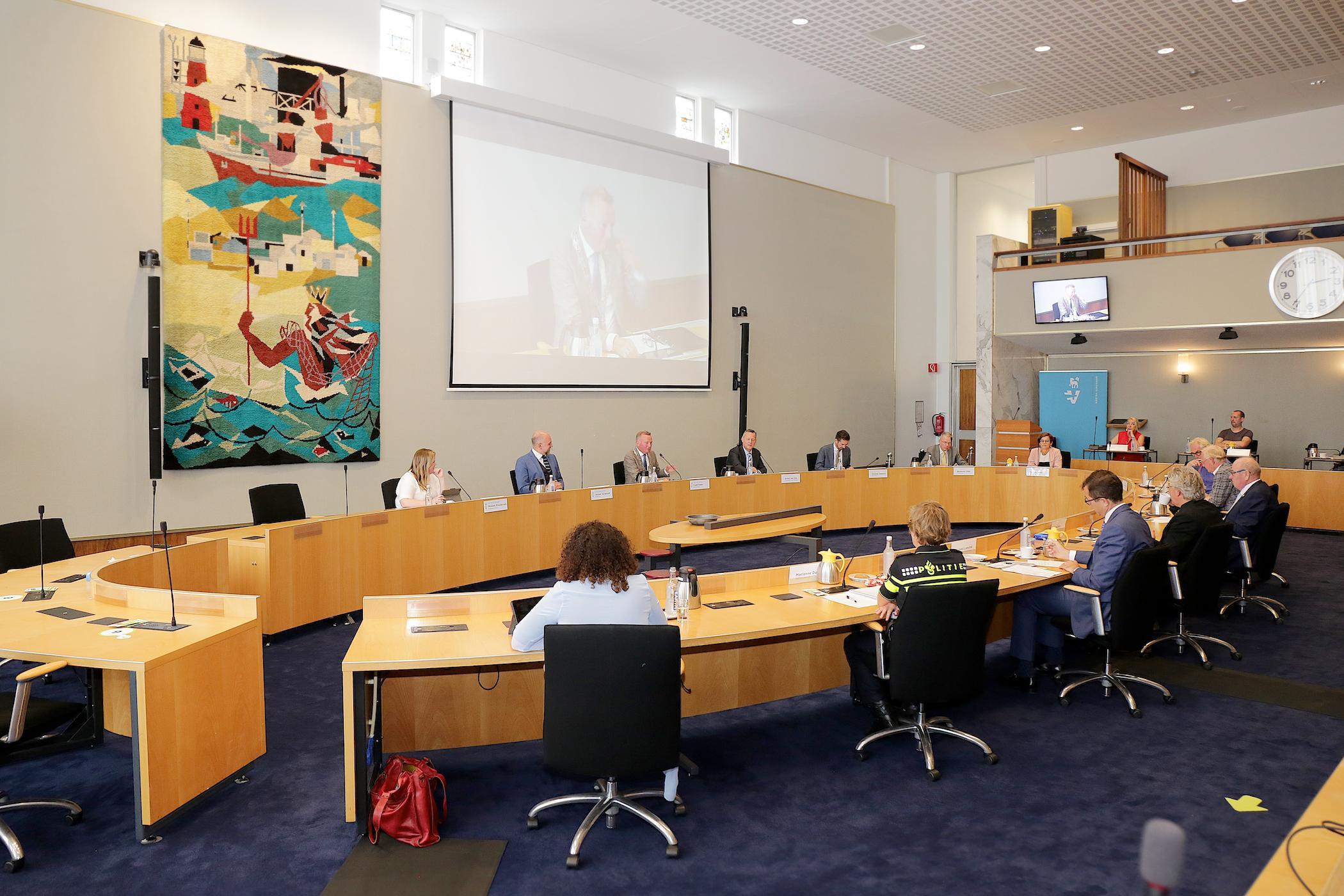 Provincie Noord-Holland doet noodlijdende Stadsschouwburg Velsen een handreiking: 'Het is een feest om u te horen'