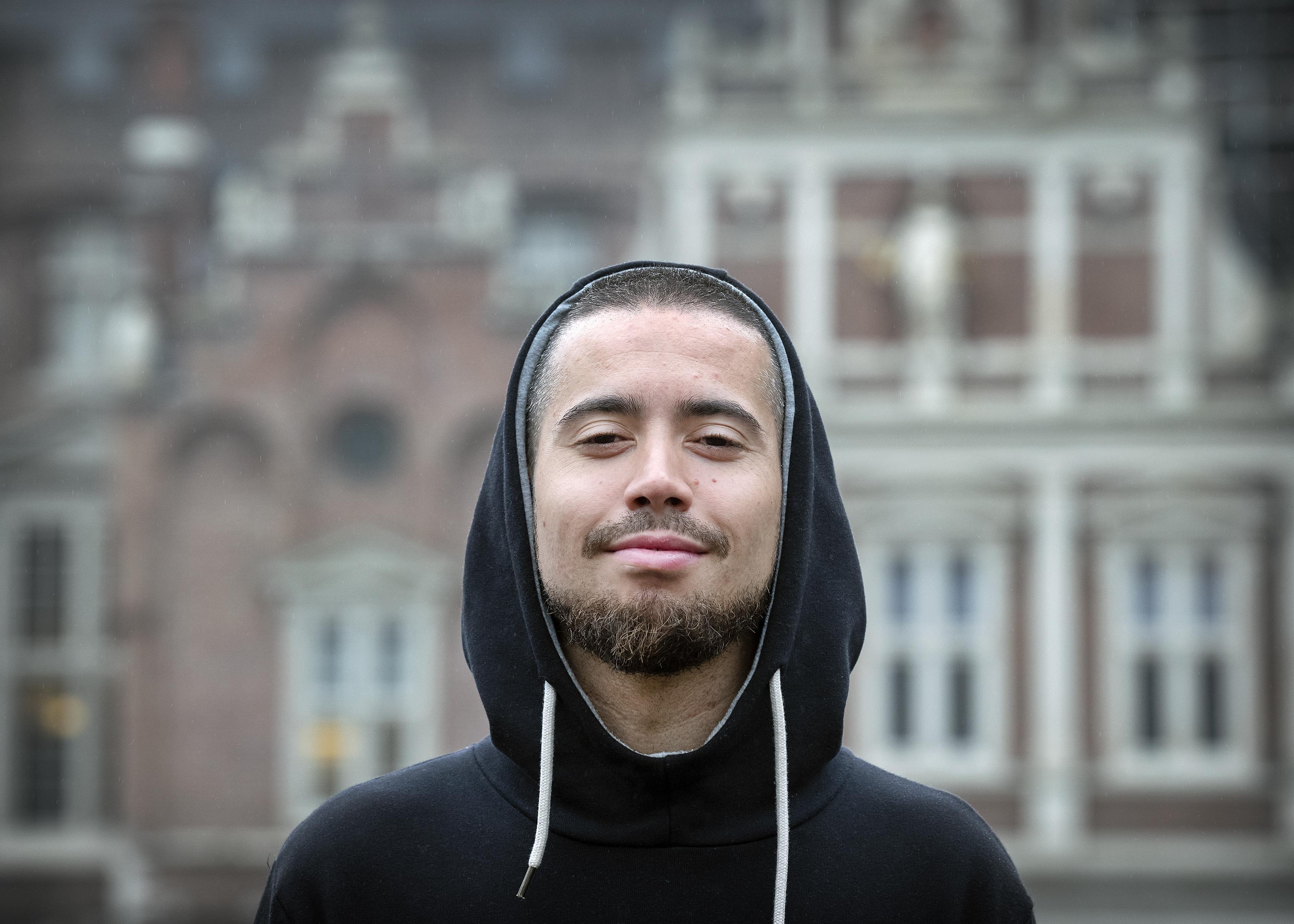 Extra raadsvergadering over weggestuurde Haarlemse stadsdichter Insayno: VVD roept college ter verantwoording 'voor deze majeure blunder'