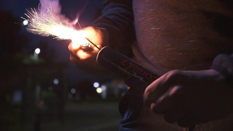 Illegaal vuurwerk in Hillegom leidt tot schade aan auto, vechtpartij en aanhouding Lissebroeker