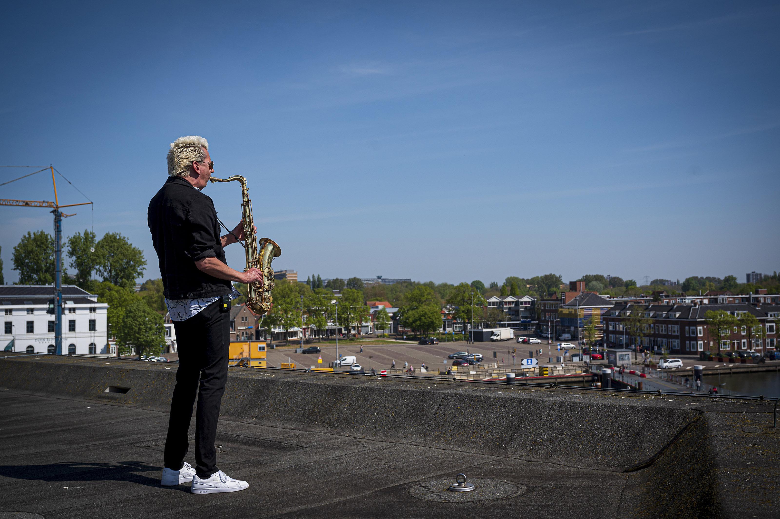 Kan Royal Jazz na 47 edities niet doorgaan vanwege corona? Dan doen we het met een filmpje vanaf het dak van het Zaantheater