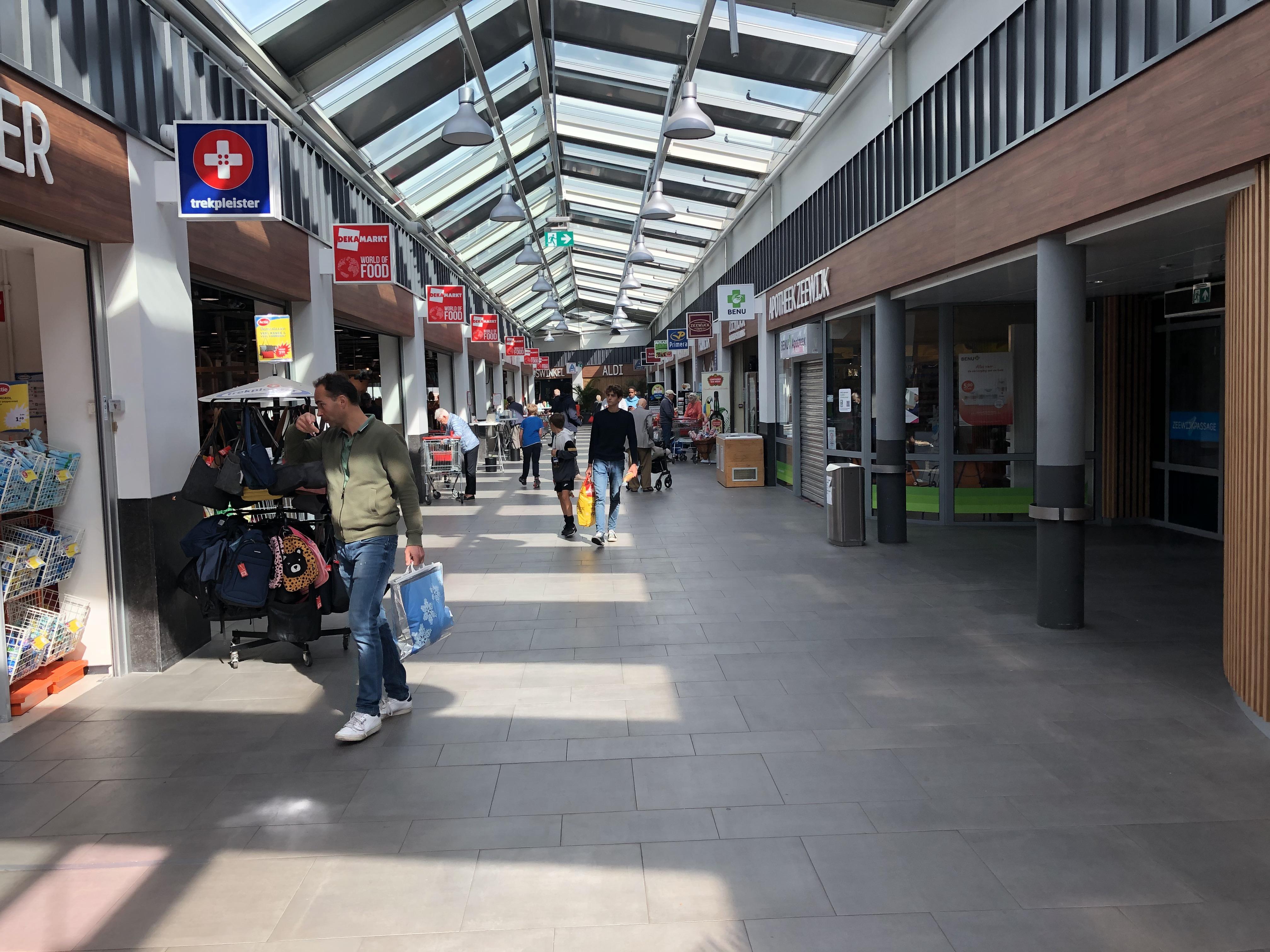 Winkeliers niet blij met corona-kritiek van Velsense burgemeester Dales: 'Wij doen er alles aan, maar sommige mensen zijn er gewoon niet meer mee bezig. Wij krijgen de kritiek en de boetes'