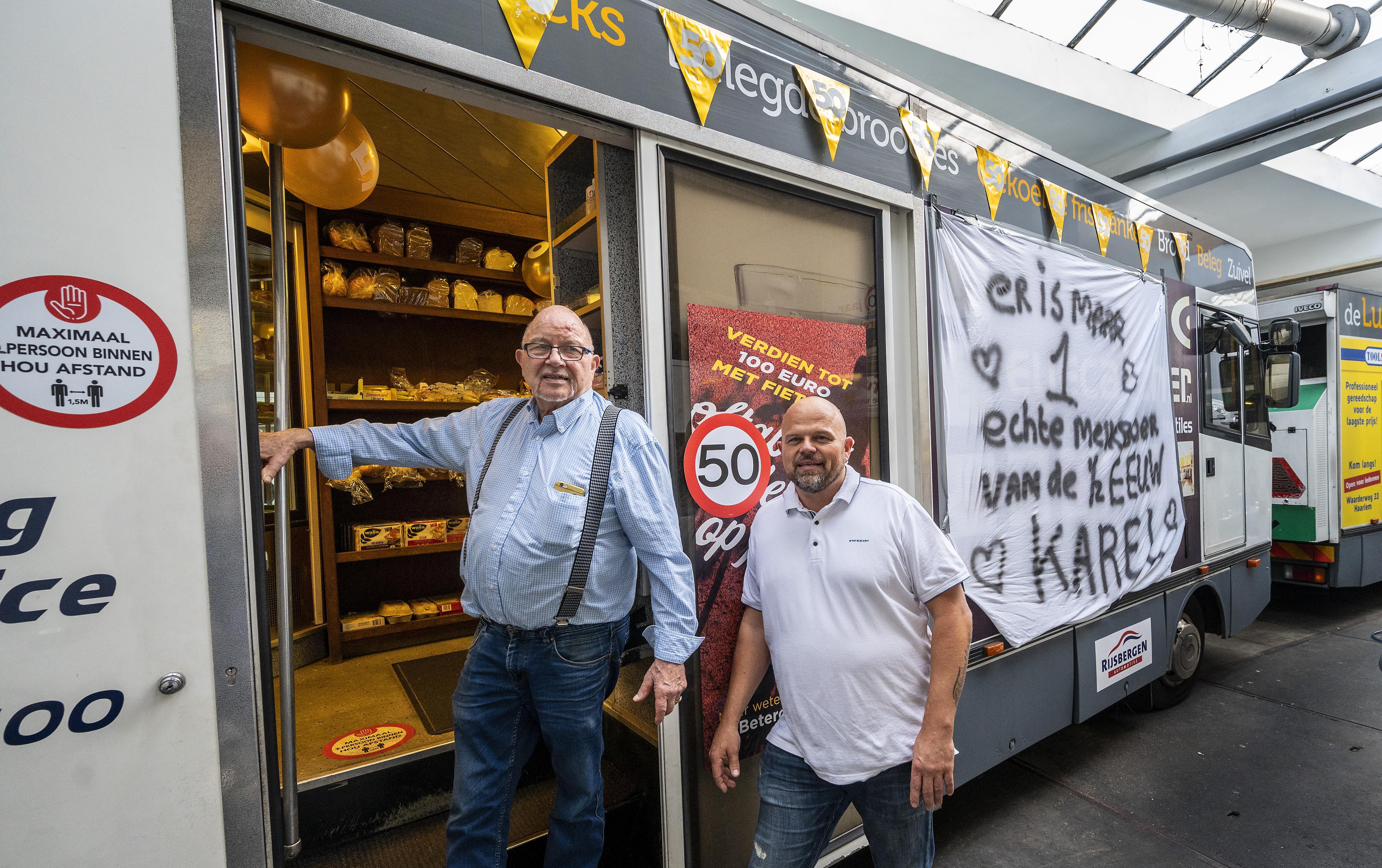 Karel van Opzeeland is 50 jaar 'melkboer' in Haarlem: 'Vroeger was het m'n werk, nu mijn hobby'