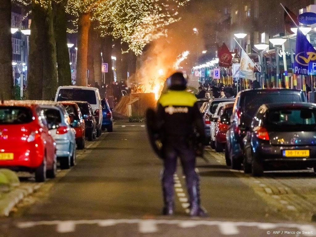Politie houdt ruim 50 relschoppers aan in Rotterdam