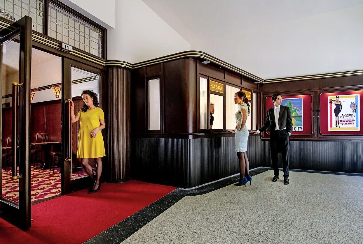 Foto's met een melancholische blik in Leidse Stadsgehoorzaal