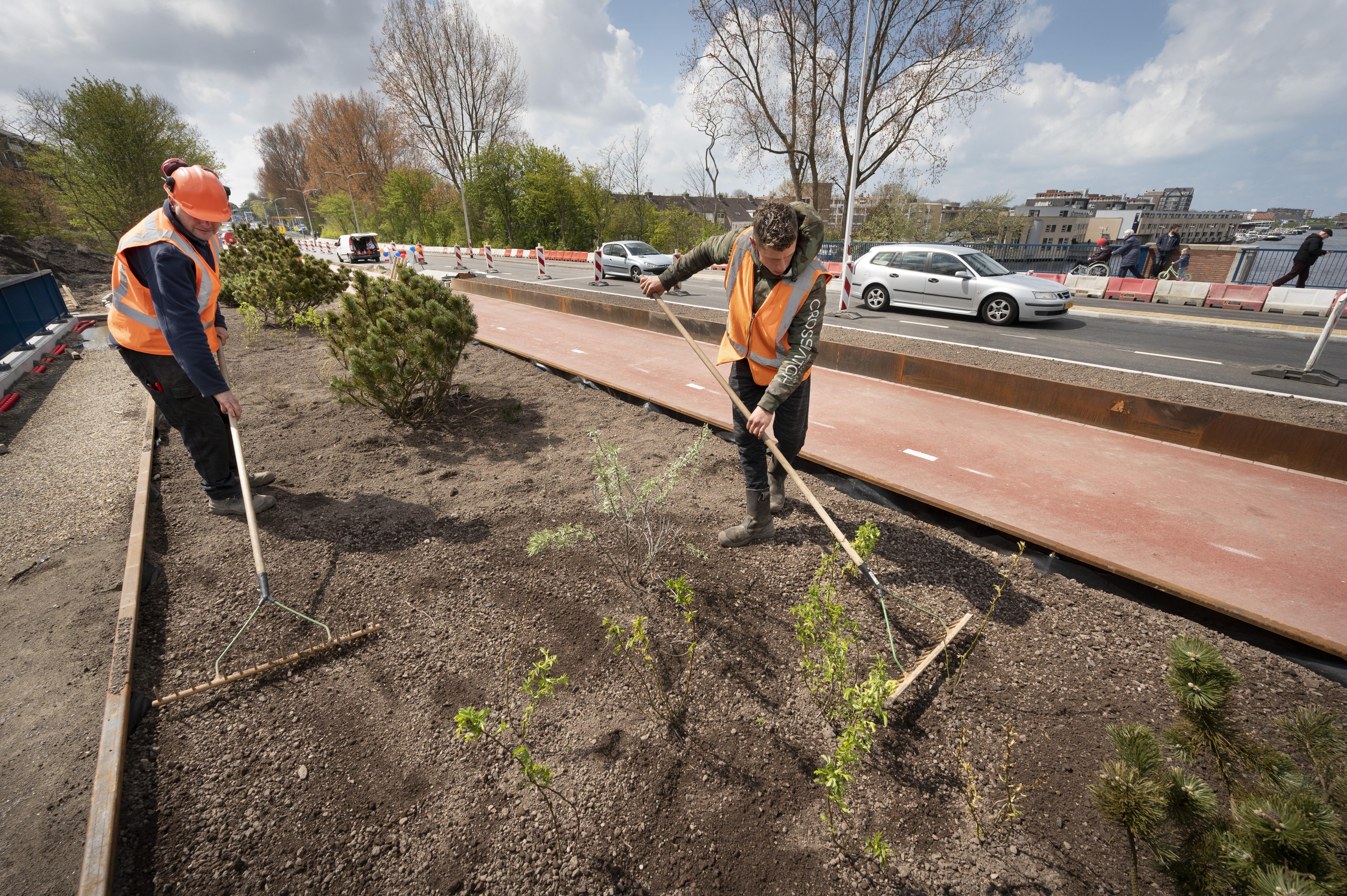 Opluchting en weemoed bij heropening Koningin Julianabrug in Katwijk: 'Het pontje zal ik echt nog gaan missen'