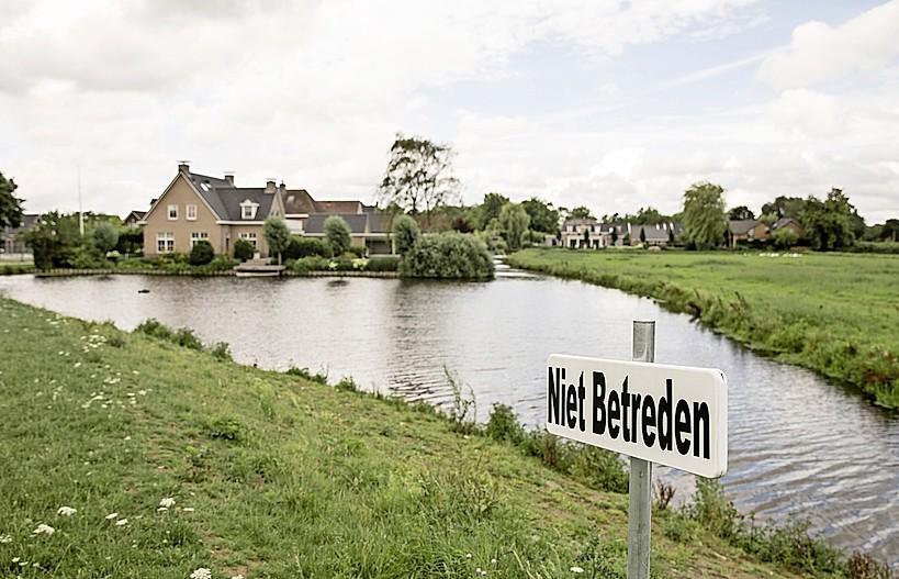 Aanpak vervuilde Westdijk Spakenburg 'voor 1 december'