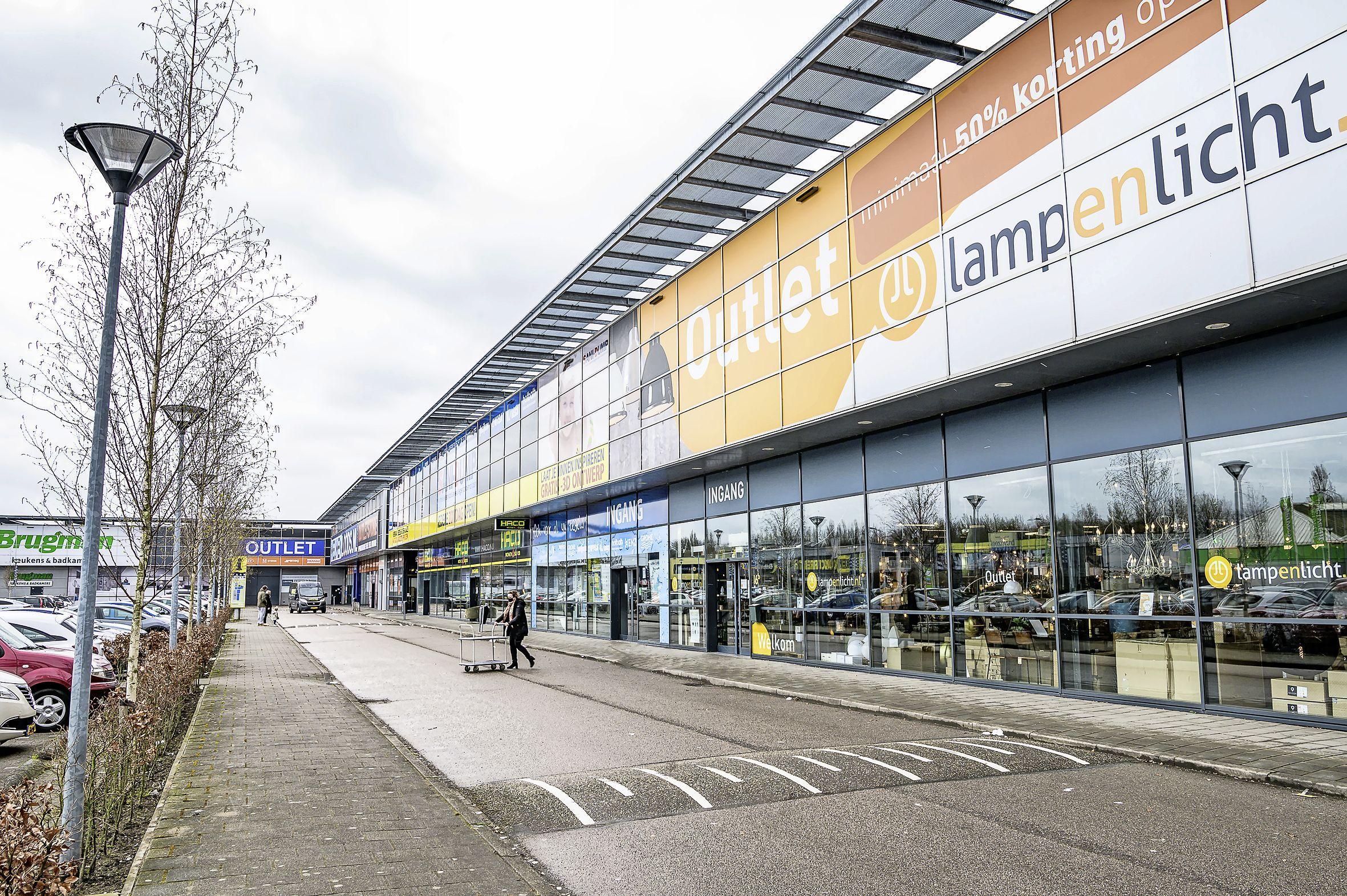Woonboulevard in Zaandam oogt op Tweede Paasdag leeg, en toch is het soms 'onzichtbaar' druk