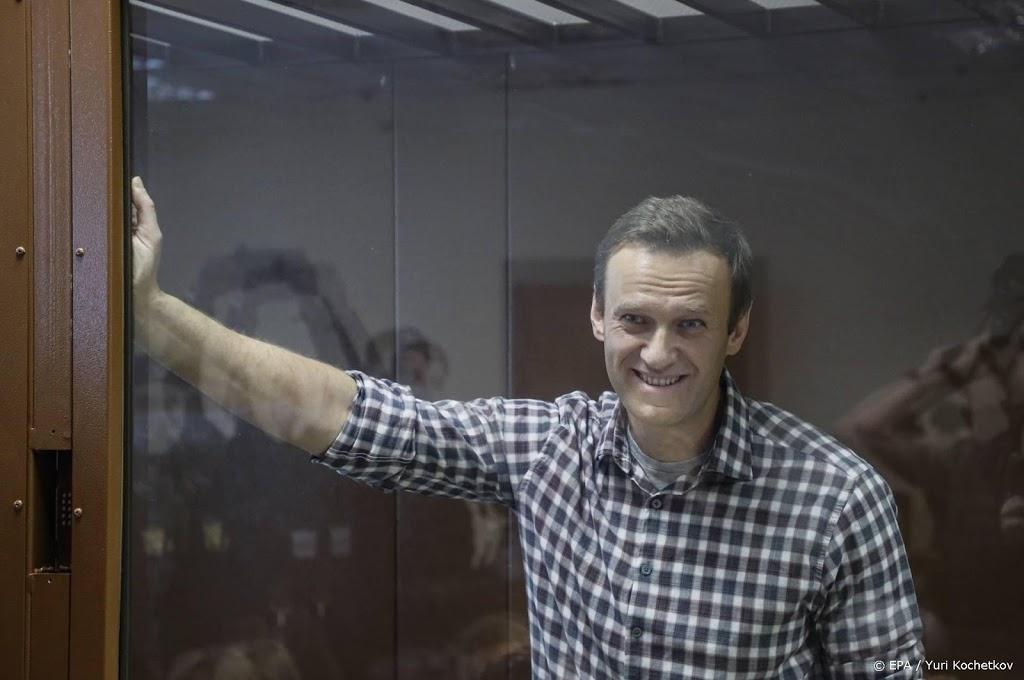 Prominenten vragen Poetin om medische zorg voor Navalni